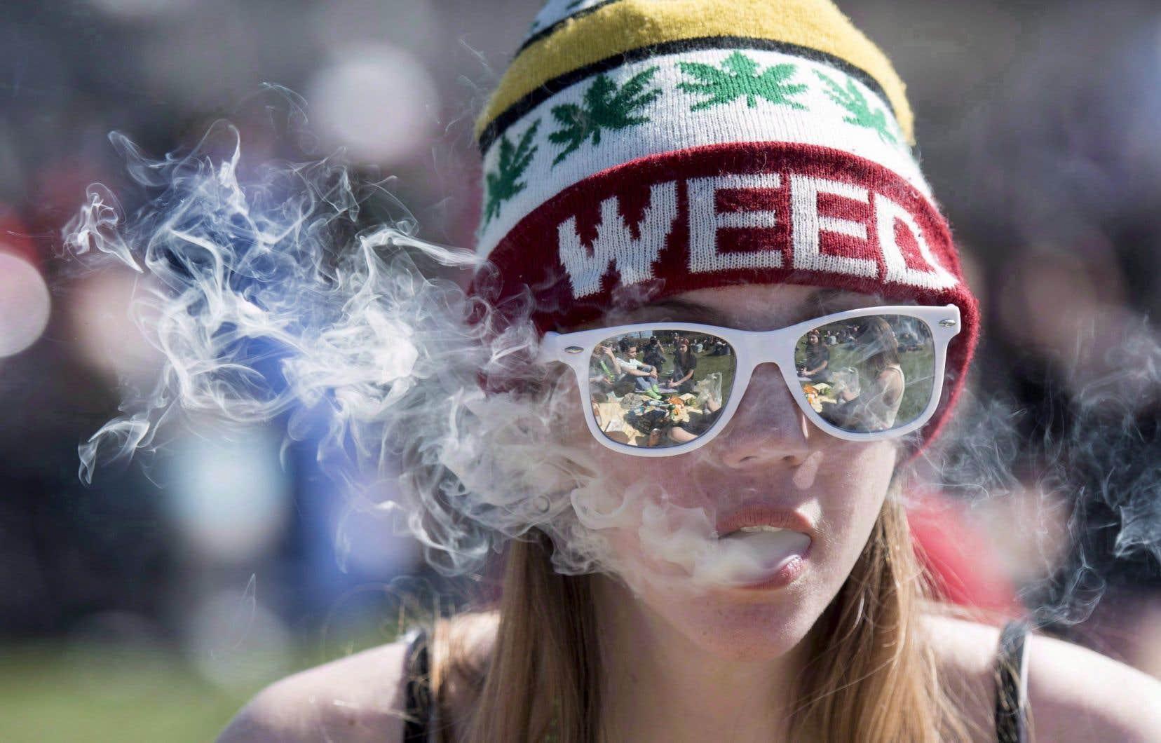 Plus de 90% des dépenses répertoriées par Statistique Canada en 2017 l'ont été pour faire l'achat de cannabis à des fins non médicales.