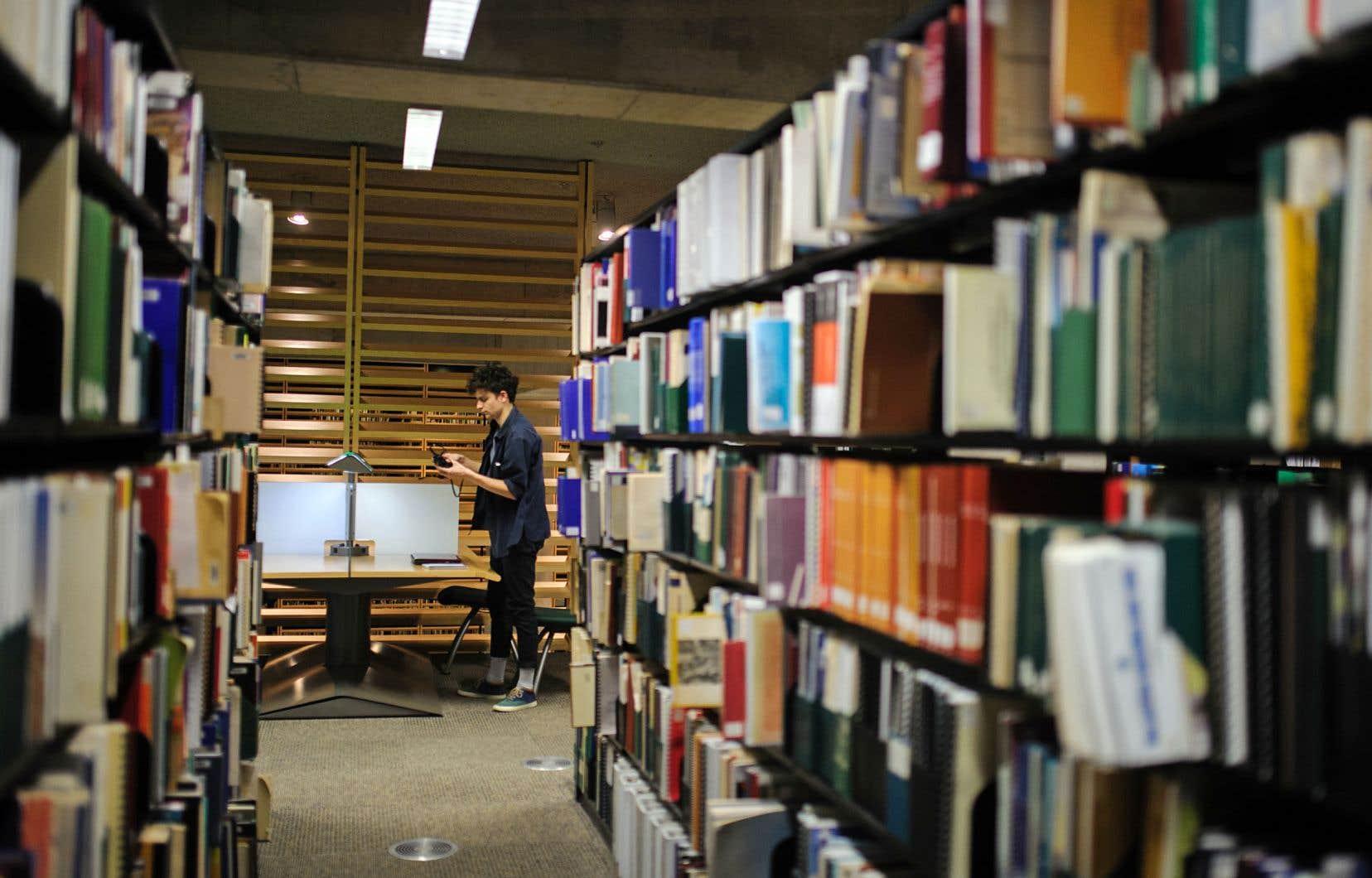 C'est à Bibliothèque et Archives nationales du Québec que revient la tâche de conserver et de diffuser les nombreux documents soumis au dépôt légal.