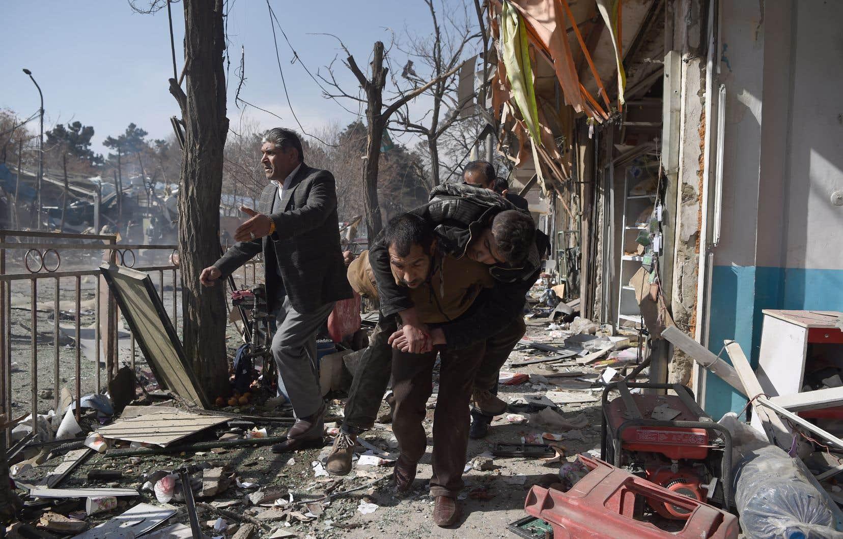 L'attentat, revendiqué par les talibans, est l'un des pires à frapper Kaboul ces dernières années.