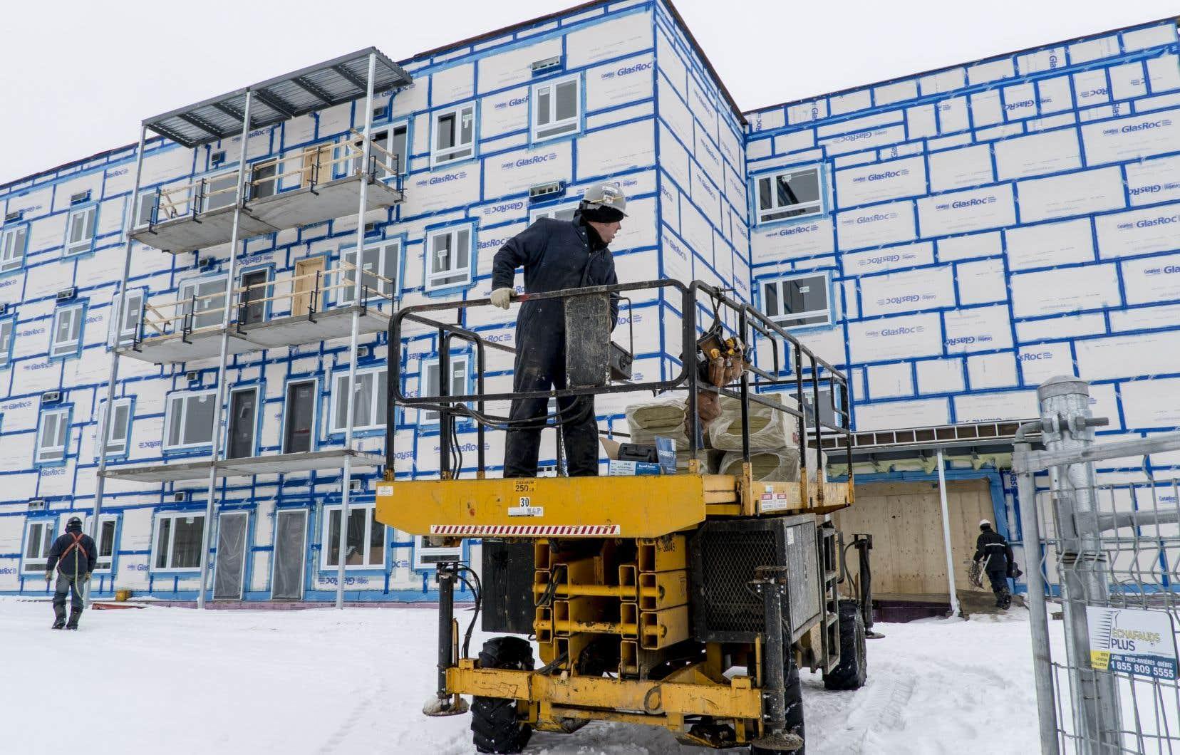 La ministre de l'Habitation croit pouvoir régler sous peu le financement de 7000 logements sociaux.