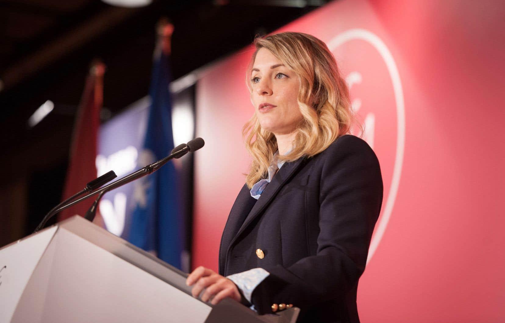 Selon le bureau de la ministre du Patrimoine Mélanie Joly, le très lourd caviardage des documents est justifié par le besoin de protéger les renseignements concurrentiels confidentiels.