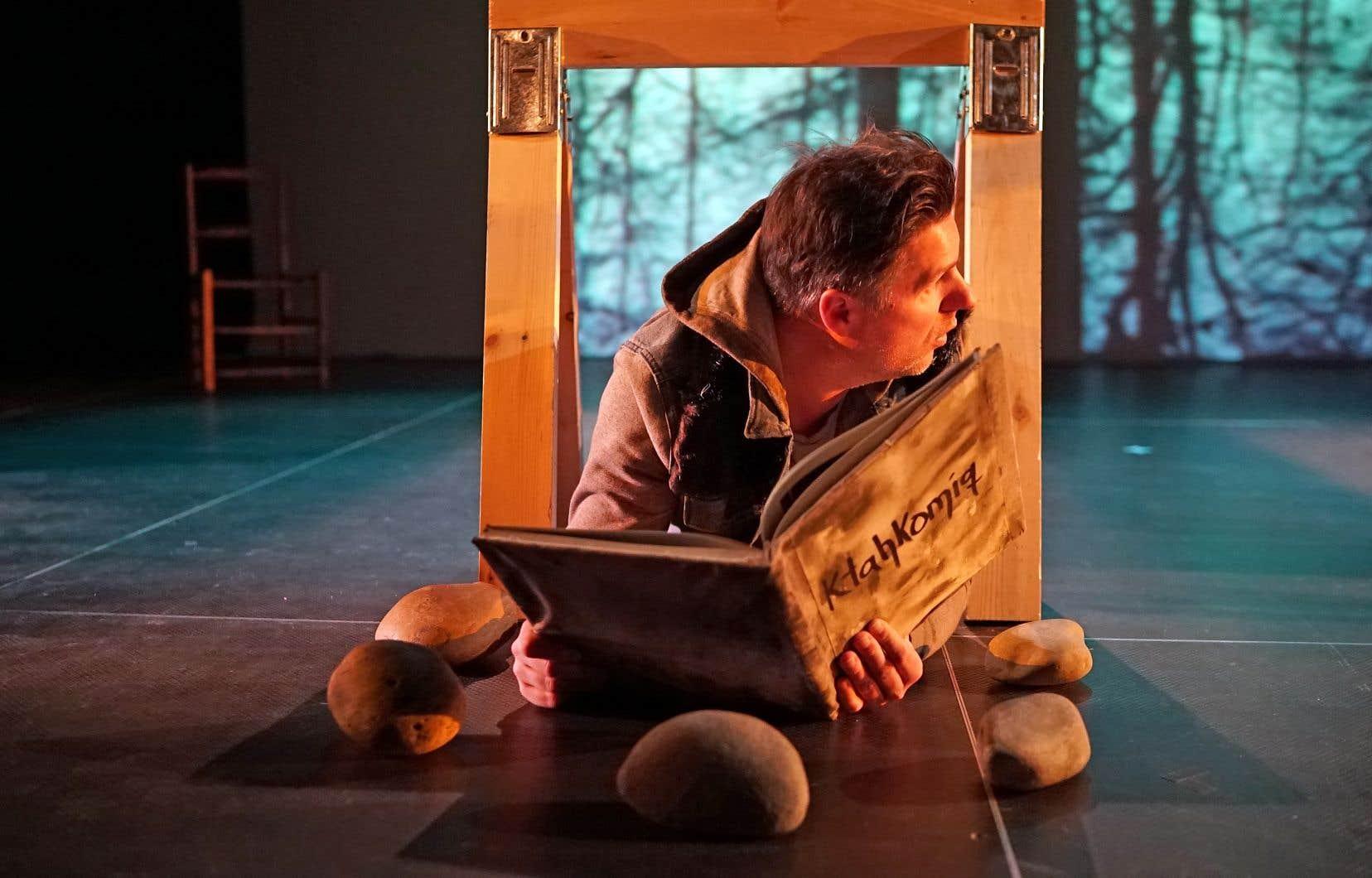Le Conseil des arts du Canada utilise son financement pour encourager les compagnies à favoriser l'inclusion, notamment des arts et de la création autochtones. Ci-dessus, le spectacle «Ktahkomiq» de la Compagnie de théâtre Ondinnok lors du Printemps autochtone 3, à Montréal, en 2017.