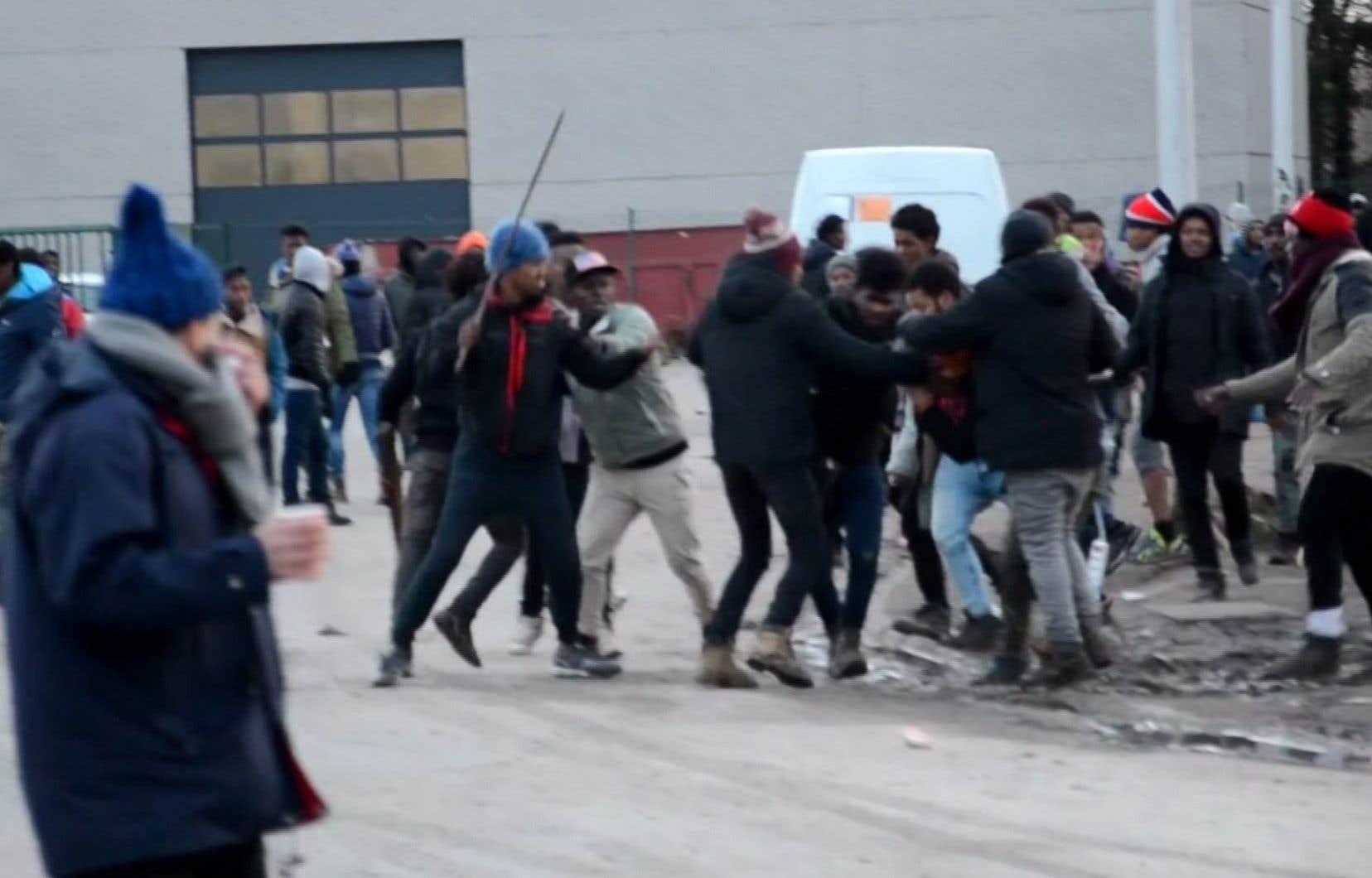 C'est le plus violent affrontement entre migrants jamais survenu à Calais.