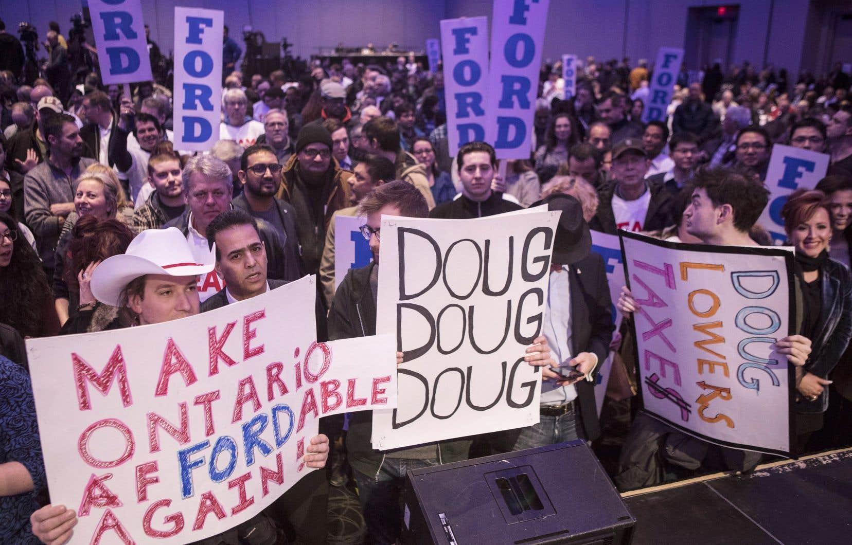Une foule enthousiaste a accueilli Doug Ford lors de son premier rassemblement de campagne.
