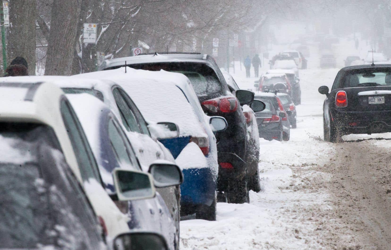 À la Sûreté du Québec, on signalait plusieurs sorties de route dimanche matin.