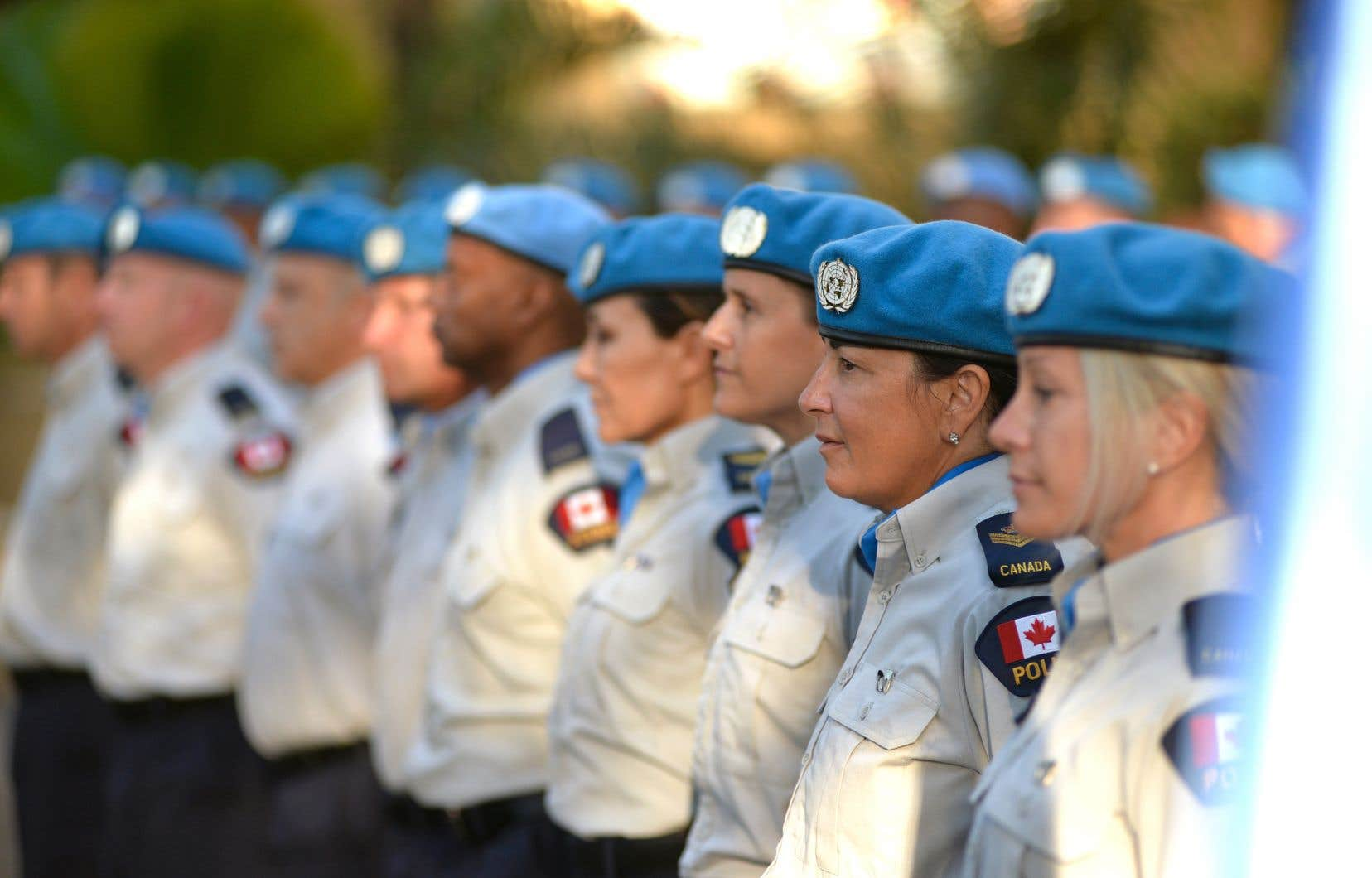 Des policiers québécois membres des Bérets bleus ont reçu une médaille pour souligner leur participation à la mission de l'ONU à Haïti, en 2017.