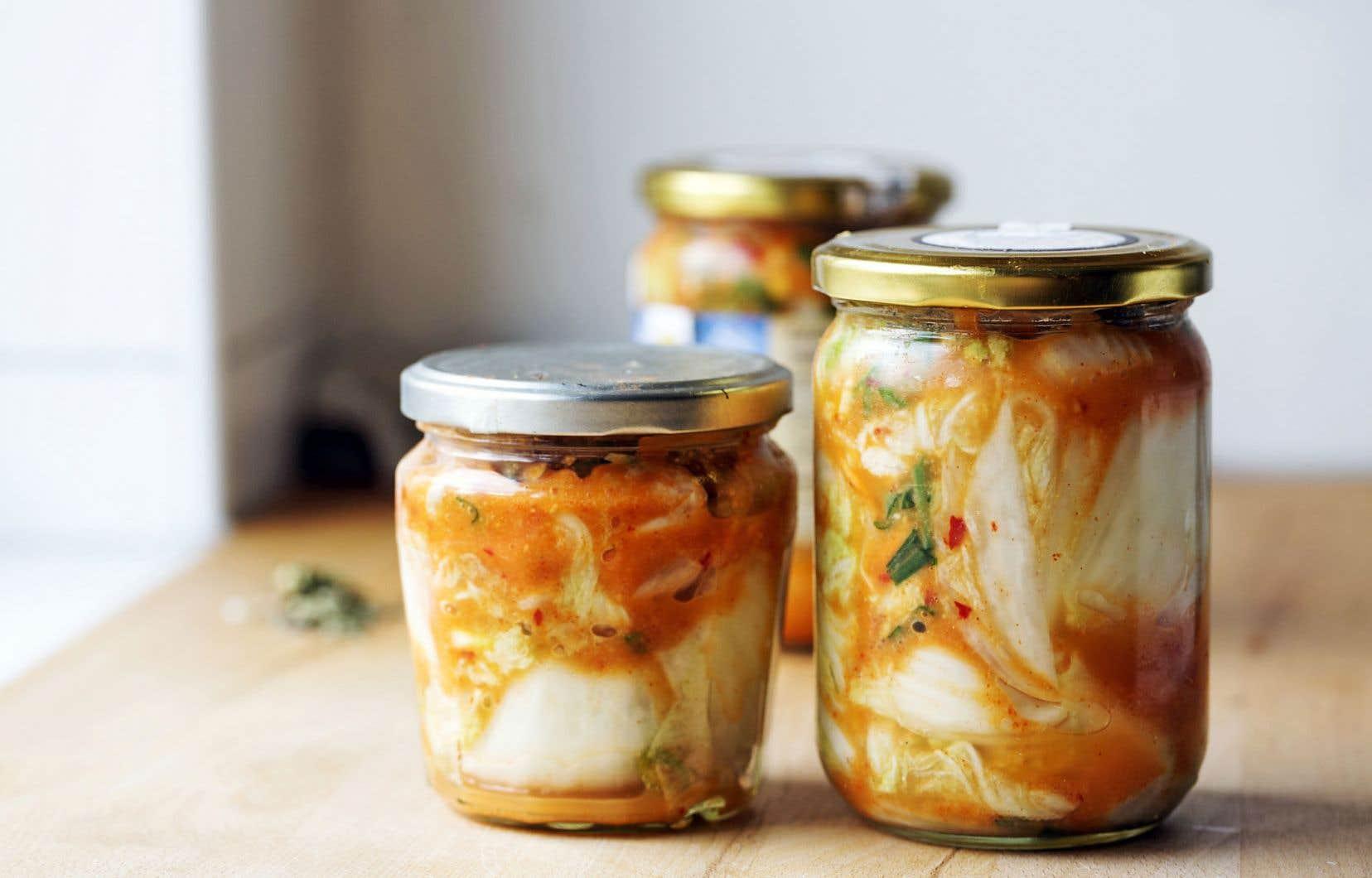 Les légumes fermentés, comme le kimchi, sont riches en probiotiques.