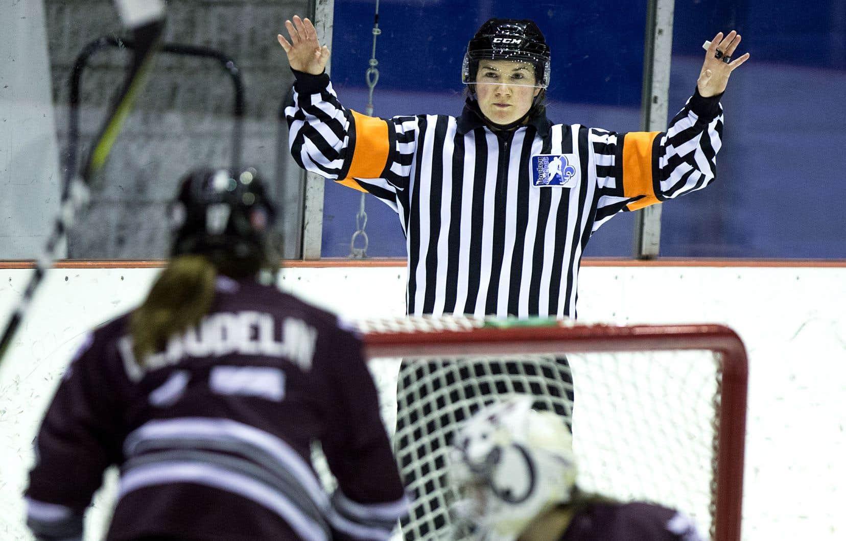 Gabrielle Ariano-Lortie, de Montréal, est l'une des deux arbitres de hockey du Québec qui participeront aux Jeux olympiques.