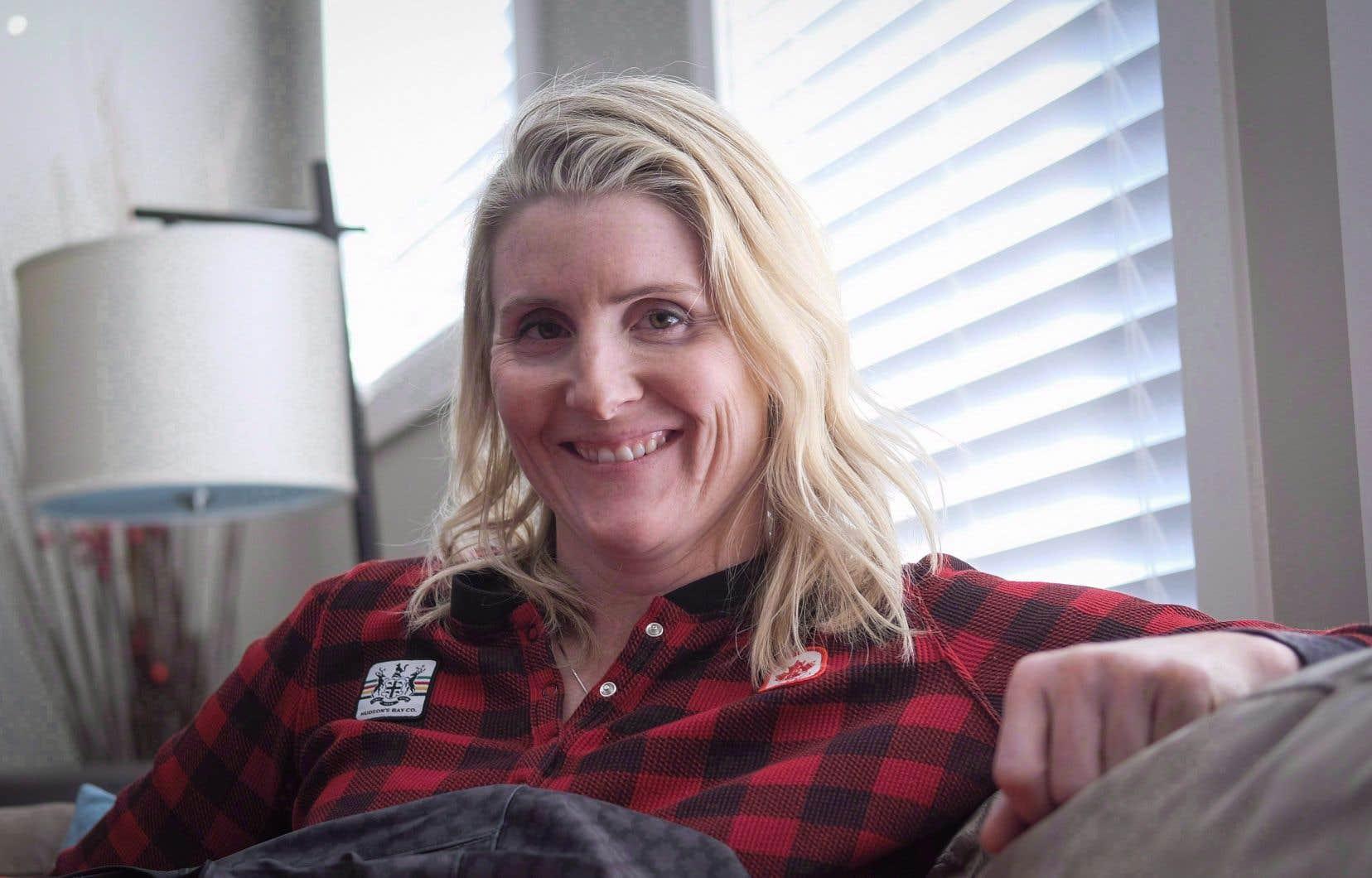 Âgée de 39ans, Haley Wickenheiser a admis avoir souffert d'étourdissements et de nausées après une mise en échec subie dans une ligue professionnelle masculine en Suède, en 2008.