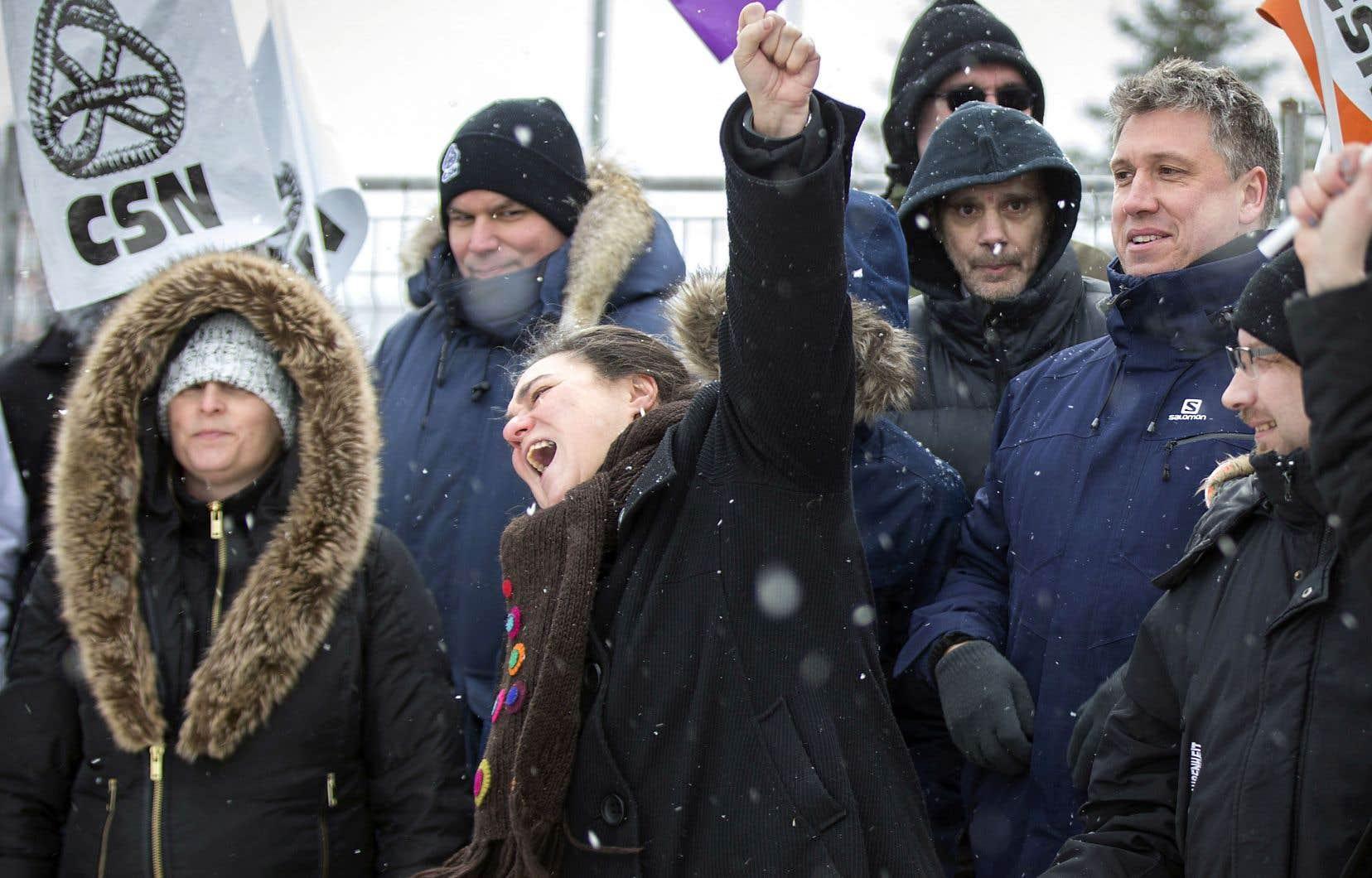Des travailleurs de la santé ont manifesté mardi, à Montréal.
