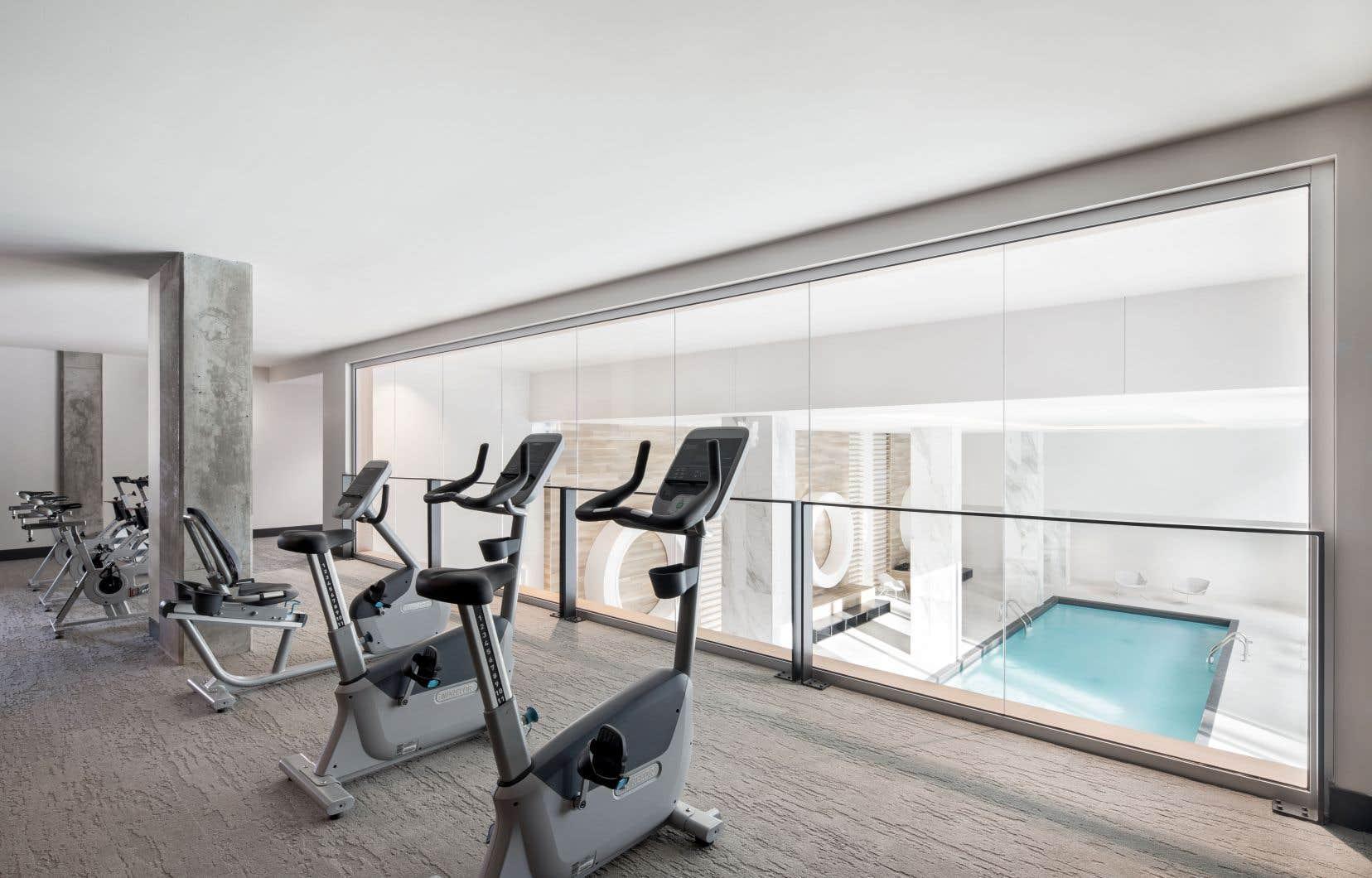 Le vaste centre sportif du projet, dont les promoteurs viennent tout juste de terminer la construction, comprend une grande salle d'entraînement ainsi qu'un spa.