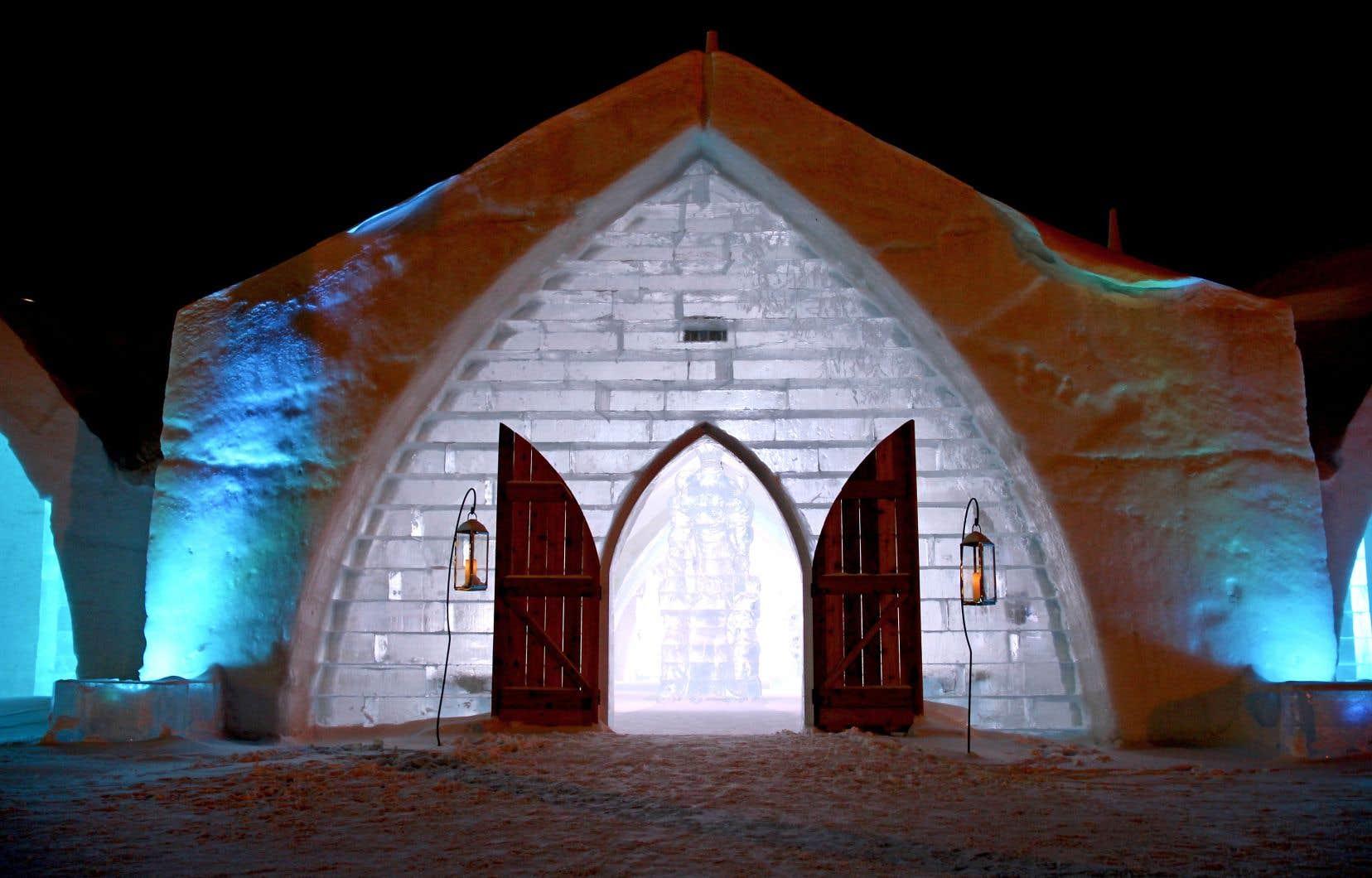 Quelque 500 tonnes de glace et 30 000 tonnes de neige ont été nécessaires à la réalisation de l'Hôtel de glace cette année.
