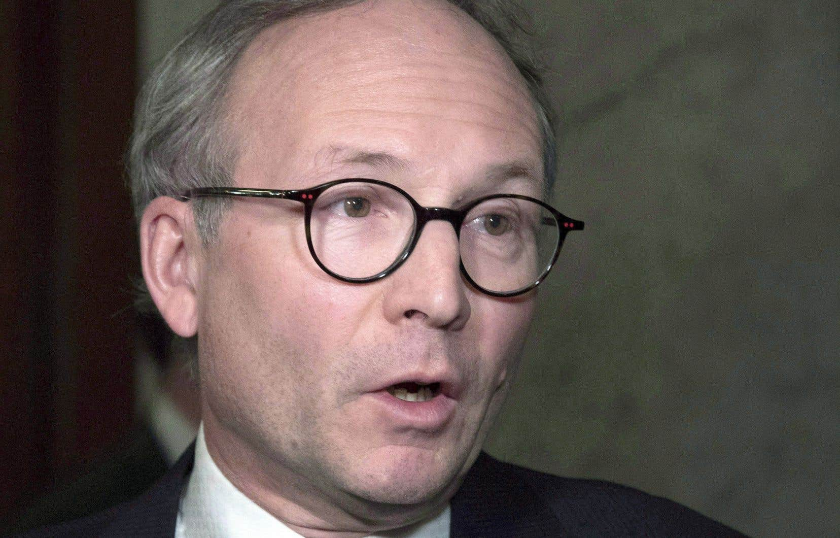 Le ministre de la Sécurité publique, Martin Coiteux, ne s'offusque pas des relations que Guy Ouellette et Martin Prud'homme entretiennent.