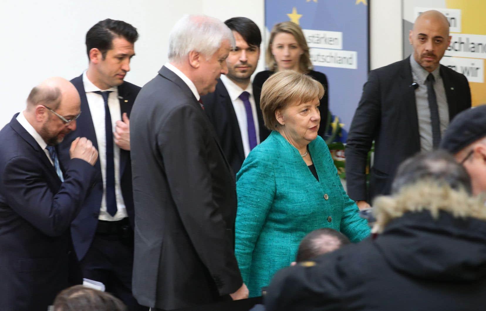 Le leader del'Union chrétienne-sociale (CSU),Horst Seehofer, et la chancelière allemande, Angela Merkel