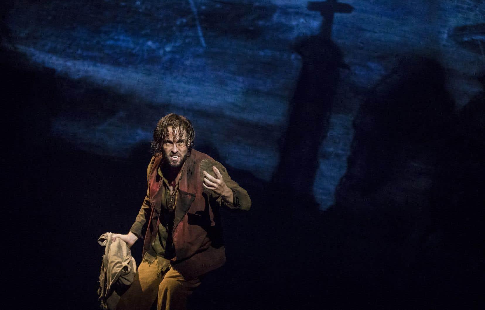 Nick Cartell, qui incarne Valjean, n'est ni plus ni moins que le joyau du spectacle.