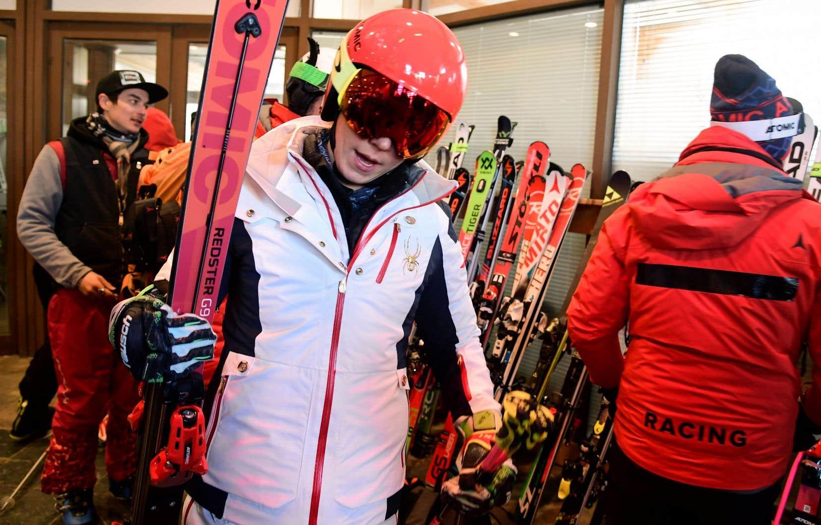 Comme les autres skieuses, l'Américaine Mikaela Shiffrin a &bs;dû retourner au village olympique sans avoir pu disputer le slalom géant dimanche soir, heure du Québec. L'épreuve a été reportée à jeudi en raison des forts vents.