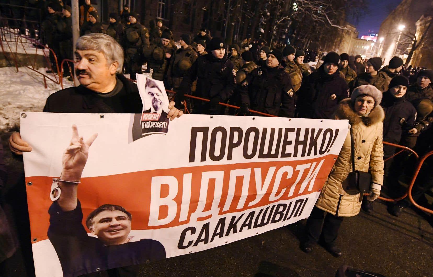 Début janvier, un tribunal de Tbilissi a condamné M.Saakachvilipar contumace à trois ans de prison pour «abus de pouvoir» dans l'affaire de l'assassinat d'un jeune banquier en 2006.