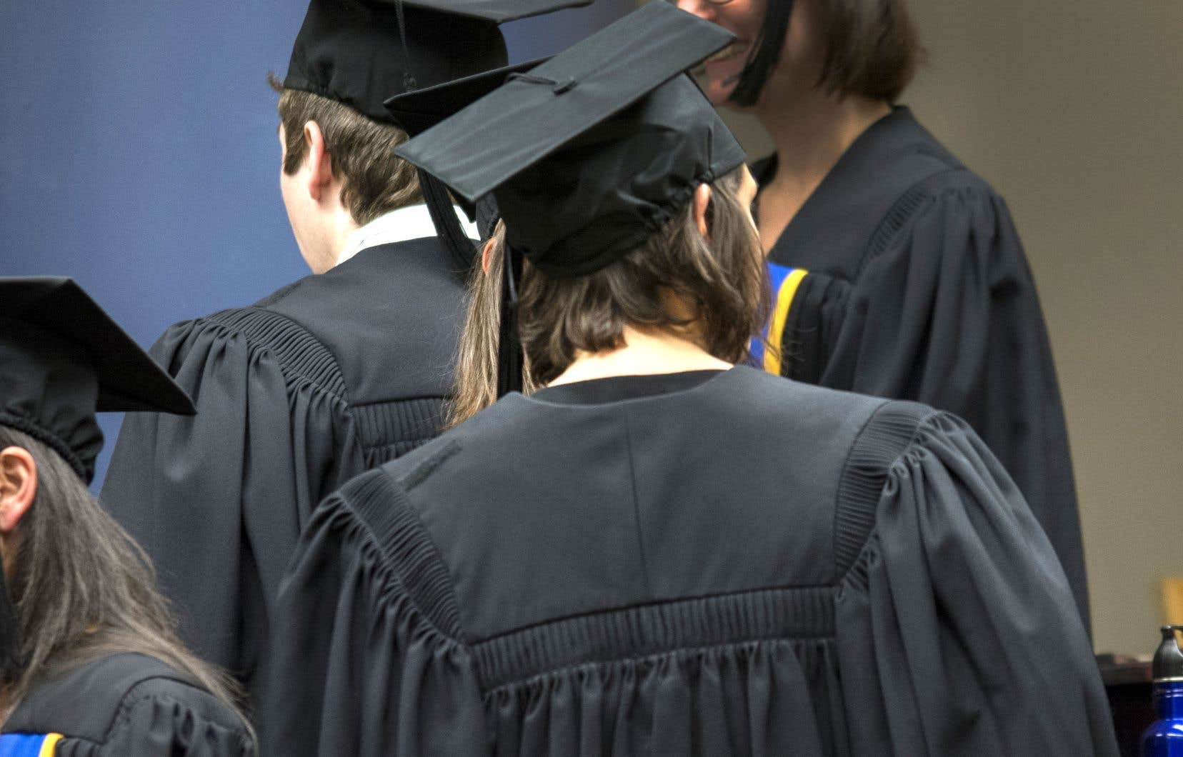 Contrairement à la diplomation universitaire de l'Ontario, celle du Québec au 1er cycle comporte, outre les baccalauréats, beaucoup de certificats.