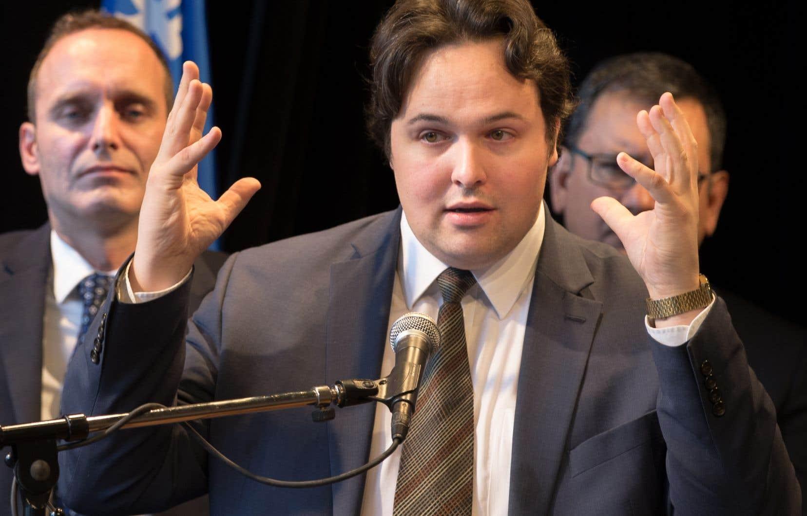 <p>Le président général de la Société Saint-Jean-Baptiste de Montréal, Maxime Laporte, presse le gouvernement libéral de briser l'élan au «bilinguisme institutionnel».</p>