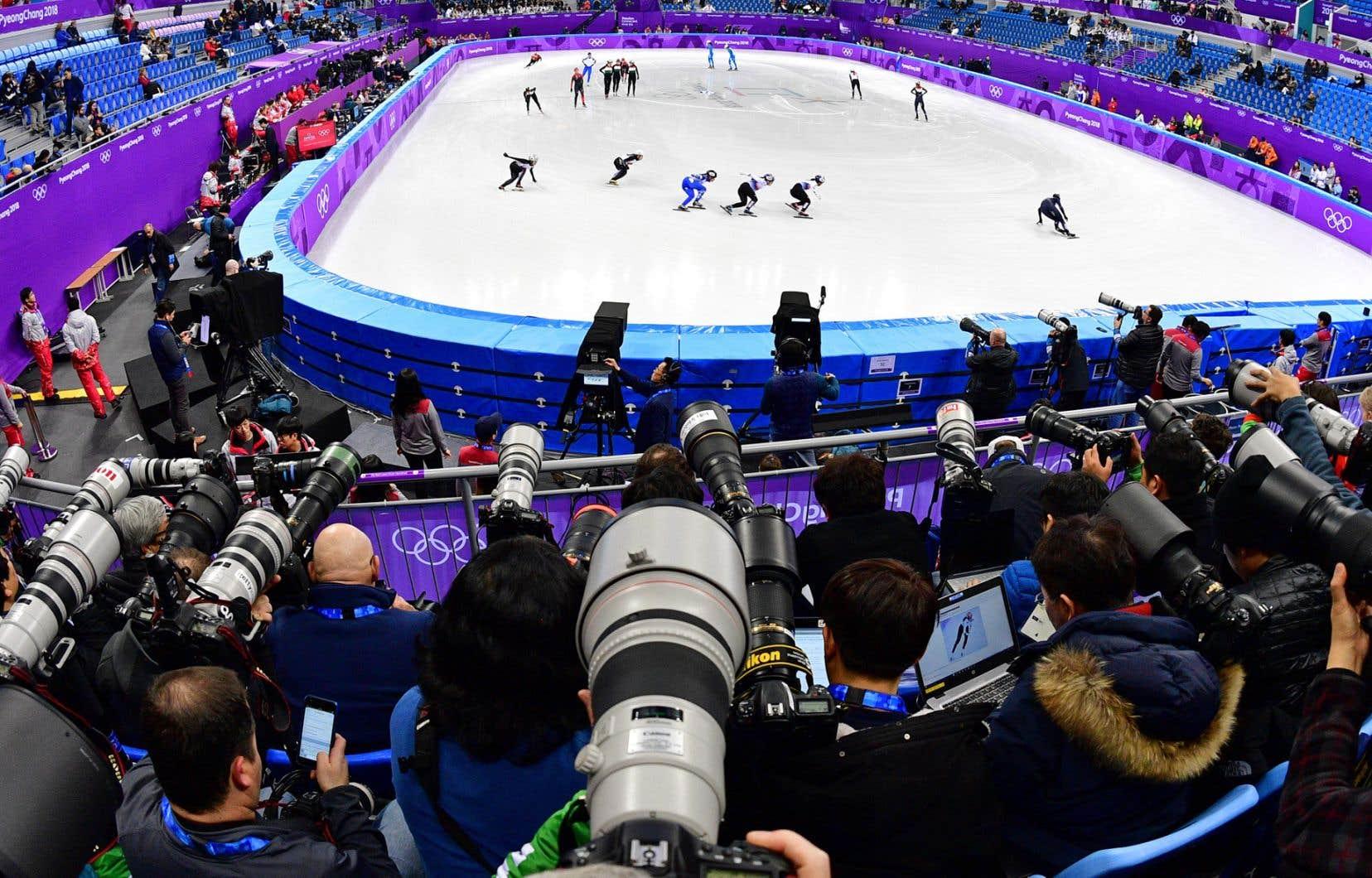 Vue de la niche médiatique de l'Ovale de Gangneung lors d'une séance d'entraînement de patinage de vitesse