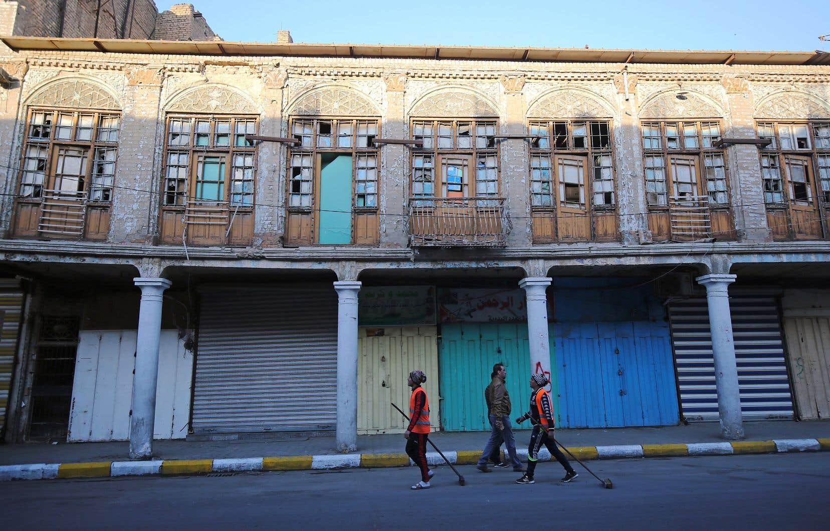 Des travailleurs dans le centre de Bagdad. Quinze ans après la chute de la dictature et de multiples guerres, l'Irak n'est toujours pas parvenu à se reconstruire.