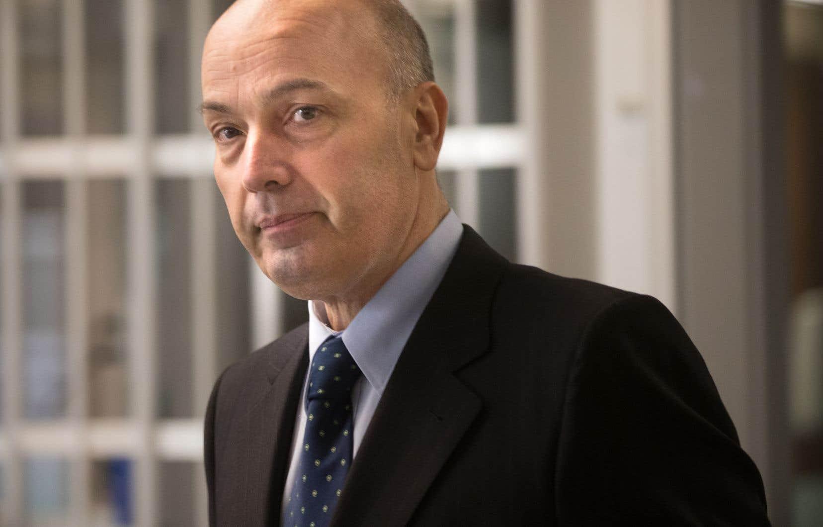 Frank Zampino fait face à des accusations de fraude, d'abus de confiance et de complot.