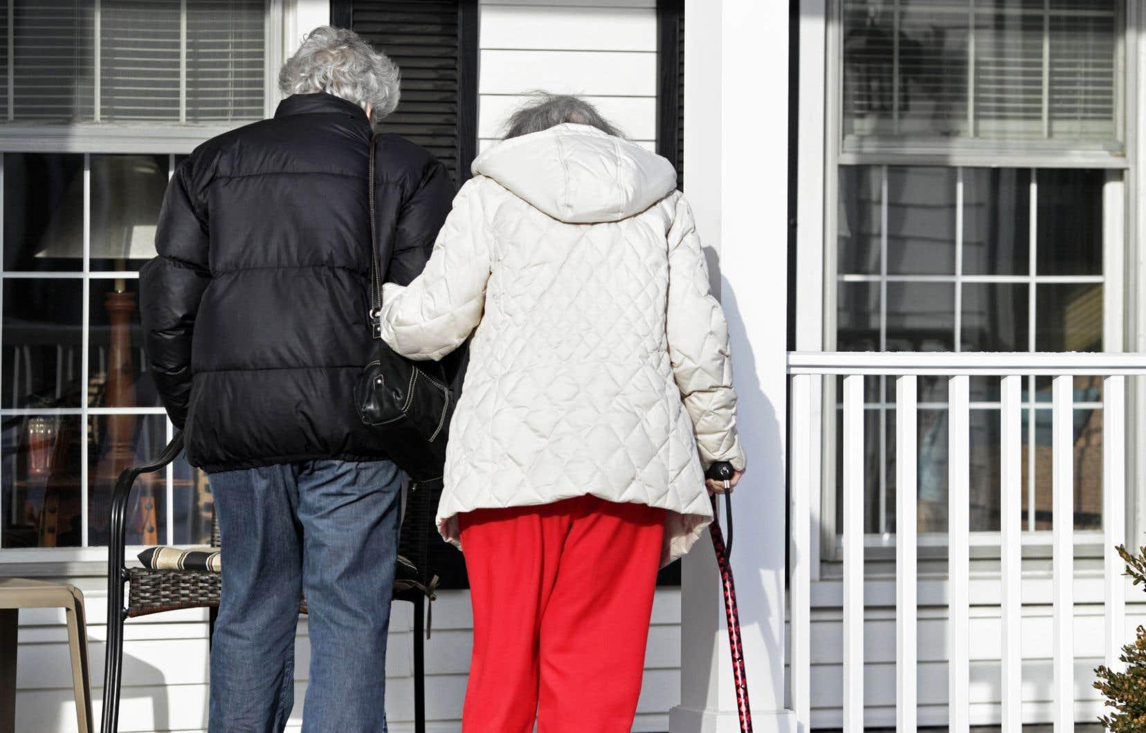 «Les personnes âgées subissent une perte de force dans les jambes, ce qui nuit à leur mobilité. De plus, cette perte de force oblige les personnes âgées à dépenser plus d'énergie pour parcourir une même distance, et ce, même pour un simple déplacement comme la marche», explique le professeur au Département d'études sportives à l'Université Bishop's et chercheur à l'Institut universitaire de gériatrie de Montréal, Nicolas Berryman.