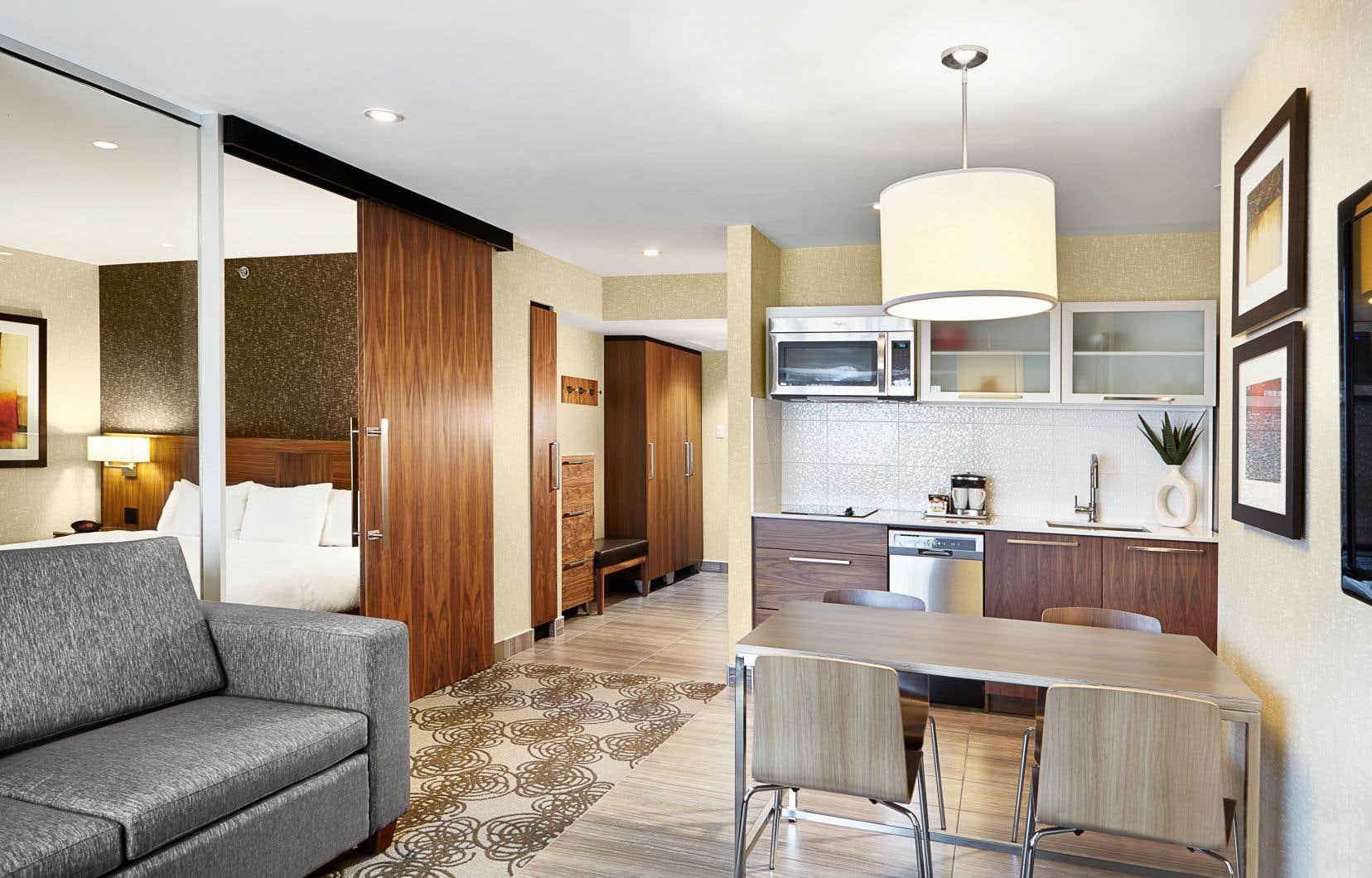 Le Hilton est un concept suite-hôtel poussé à son maximum avec terrasse et barbecue pour chaque appartement. Les cuisinettes sont complètes et l'on peut vraiment y cuisiner.