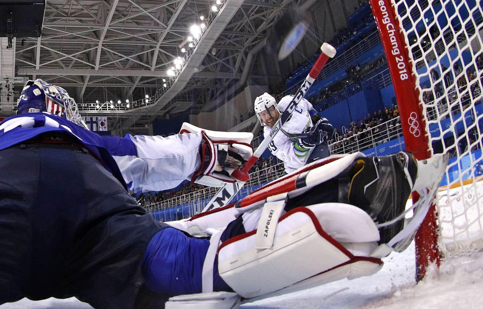 Le Slovène Jan Mursak n'a pas raté la cible en période de prolongation pour déjouer le gardien américain Ryan Zapolski.