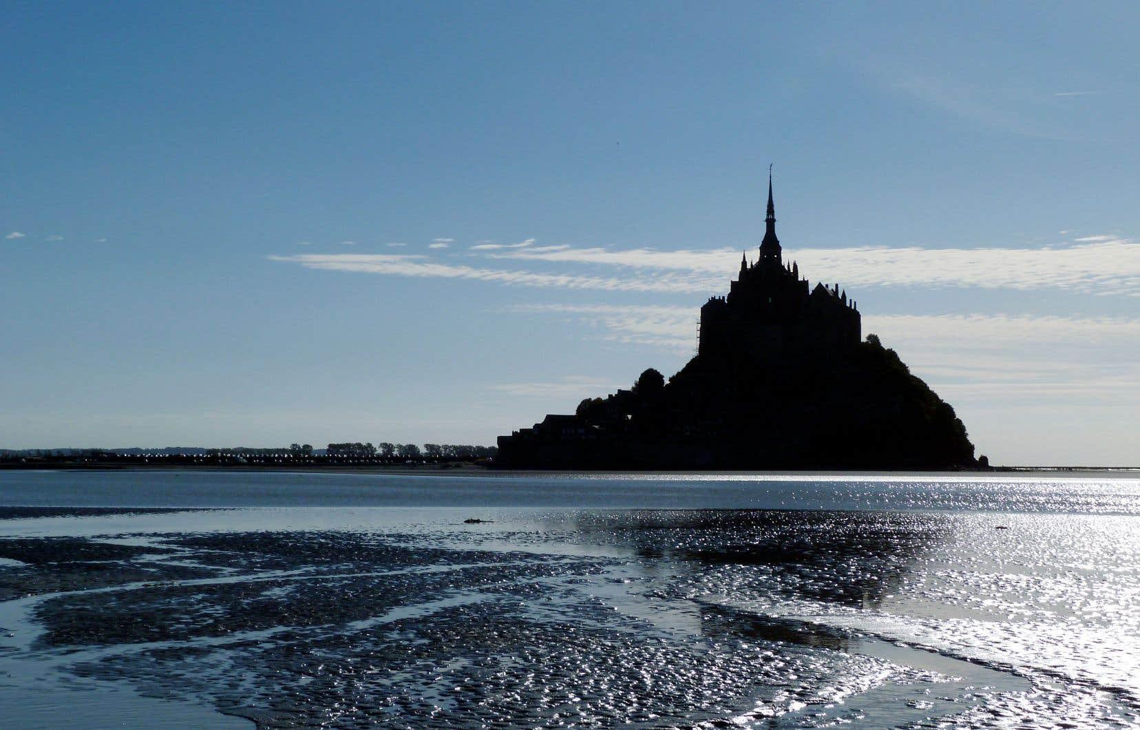Bercé par les marées les plus fortes d'Europe, le joyau qui se dévoile prend des couleurs d'une réjouissante complexité narrative.