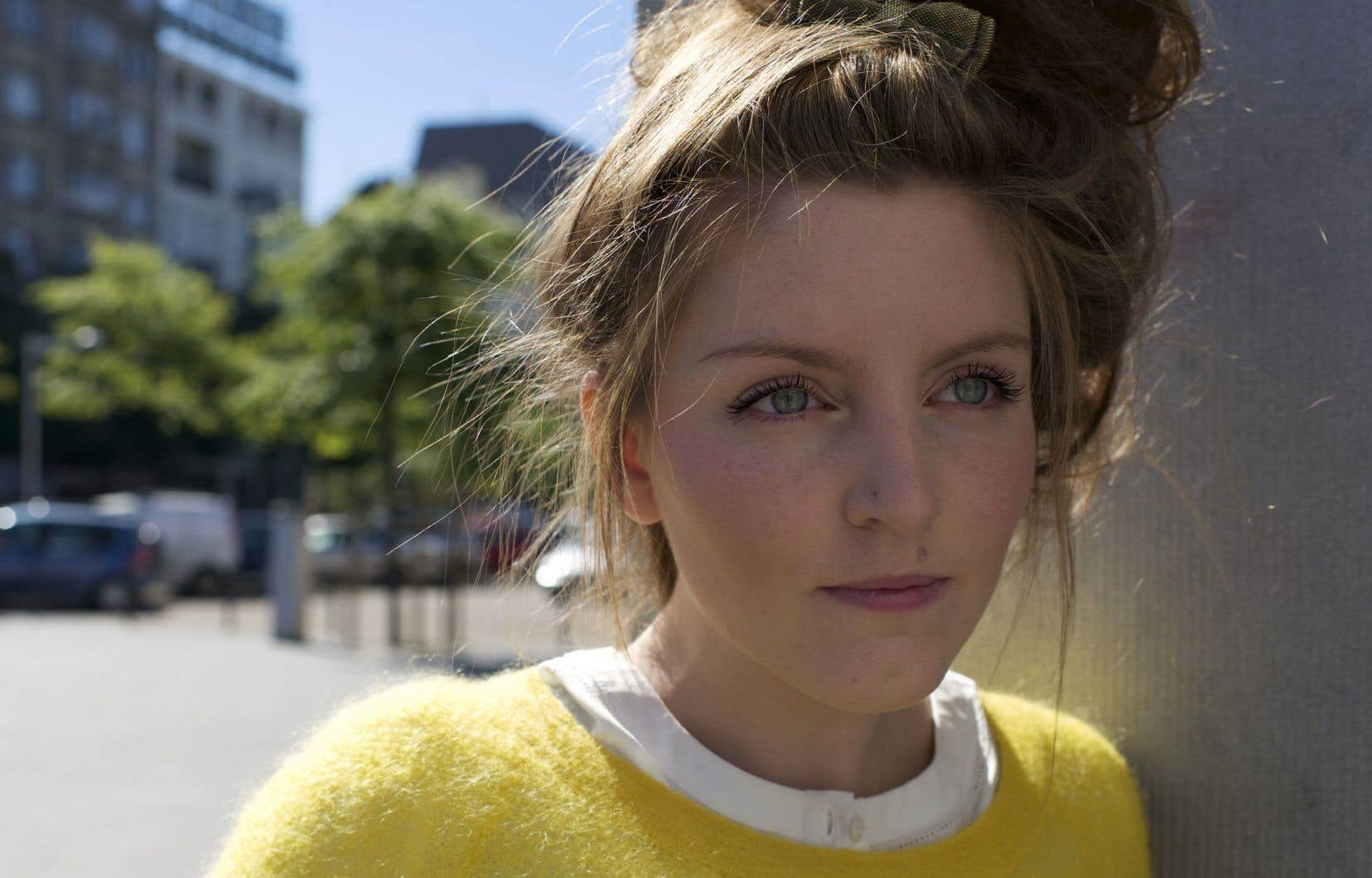 Née en 1988, Lize Spit a étudié en cinéma et enseigne l'écriture de scénario.