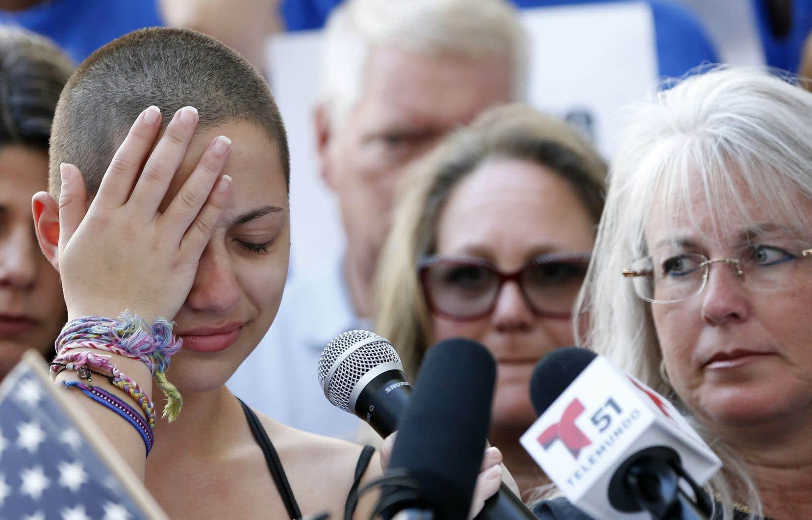 «À tous les hommes politiques ayant reçu des dons de la NRA, Honte à vous», a crié Emma Gonzalez lors d'un rassemblement contre les armes à Fort Lauderdale.
