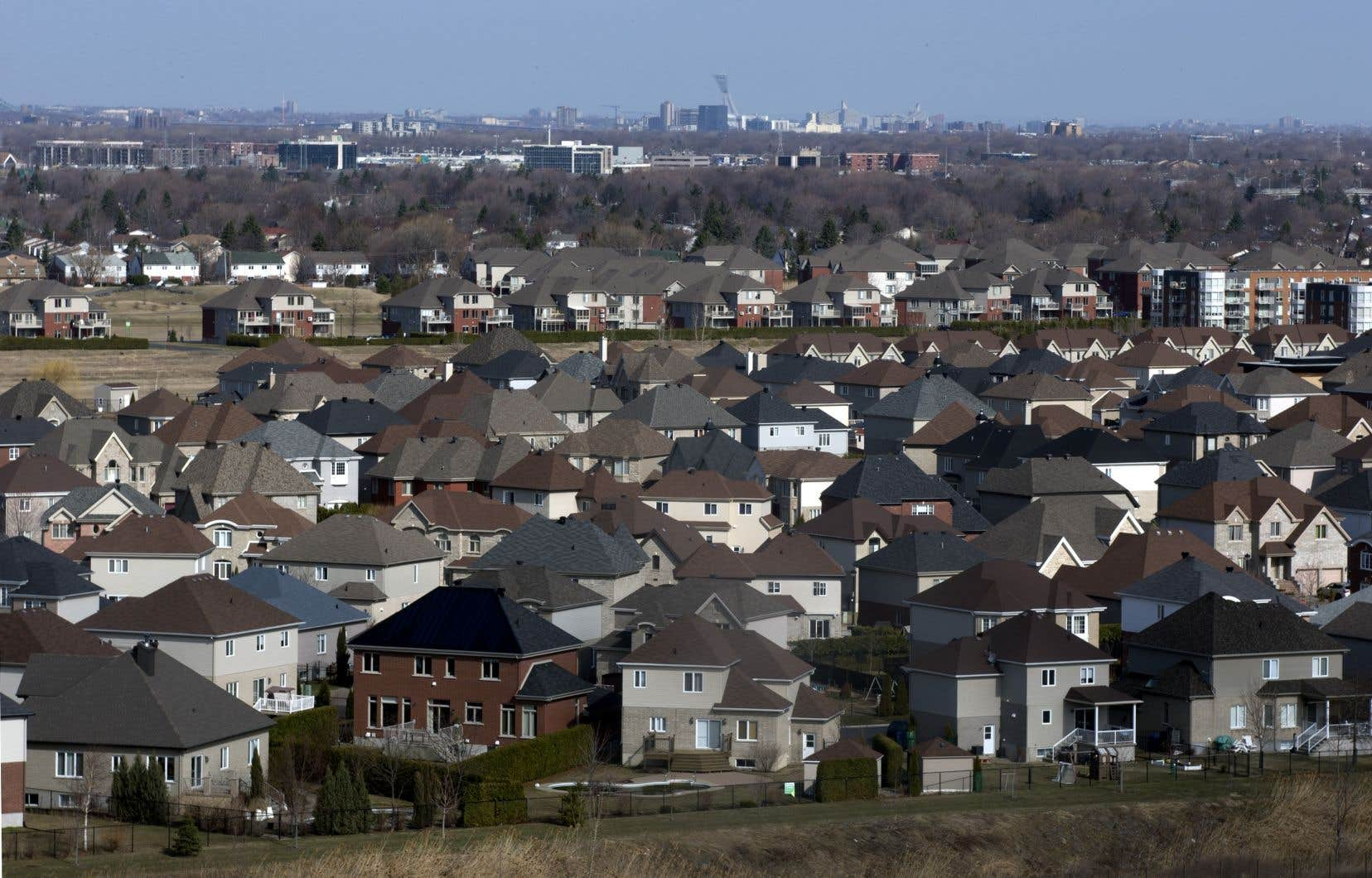 Permise au Québec depuis 1994, l'hypothèque parapluie facilite l'accès au crédit, mais peut inciter les consommateurs au surendettement.