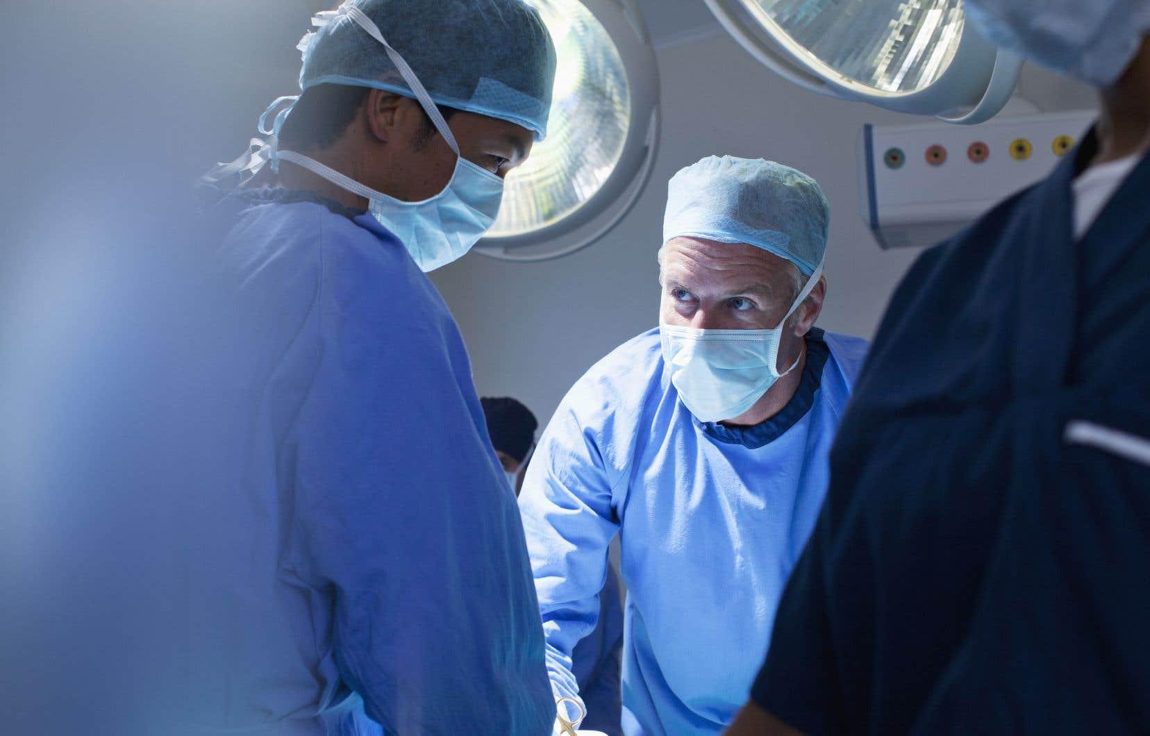 Au «Devoir», ils ont été une dizaine à déplorer le manque de fermeté du gouvernement dans les négociations avec la Fédération des médecins spécialistes du Québec (FMSQ).