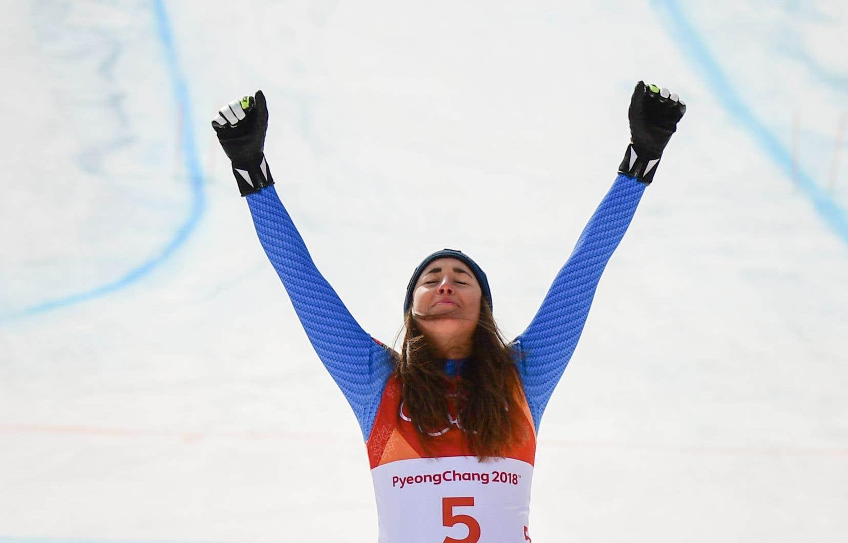 Sofia Goggia a prévalu en 1:39,22, battant Mowinckel par neuf centièmes de seconde.