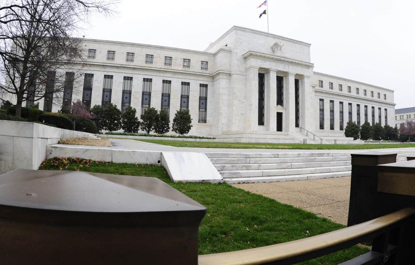 La Fed n'a pas semblé impressionnée par les primes et hausses de salaire entamées par certaines entreprises juste après la manne de réductions d'impôt qui leur ont été accordées.