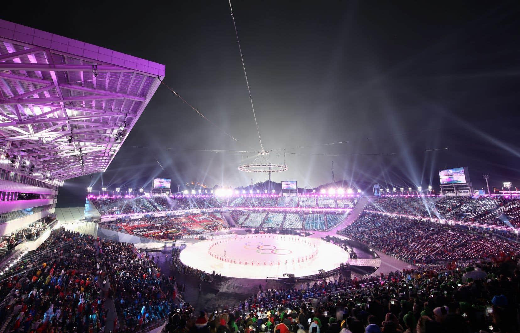 Le Stade olympique de Pyeongchang est une installation éphémère d'une capacité de 35 000 places, destinée à être démontée après avoir servi aux cérémonies d'ouverture et de fermeture.