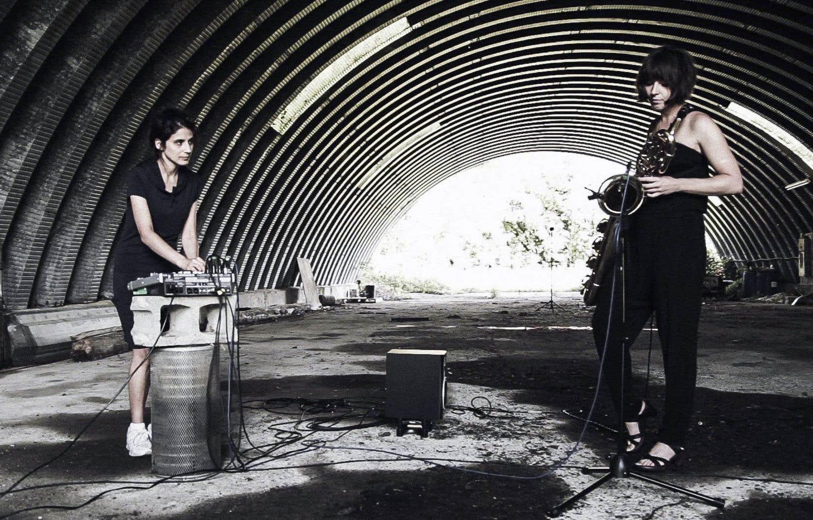 Le duo Jane/Kin, formé de la compositrice et saxophoniste Ida Toninato (à droite) et de l'artiste sonore Ana Dall'Ara-Majek, offrira une performance jeudi, en compagnie d'un artiste vidéo.