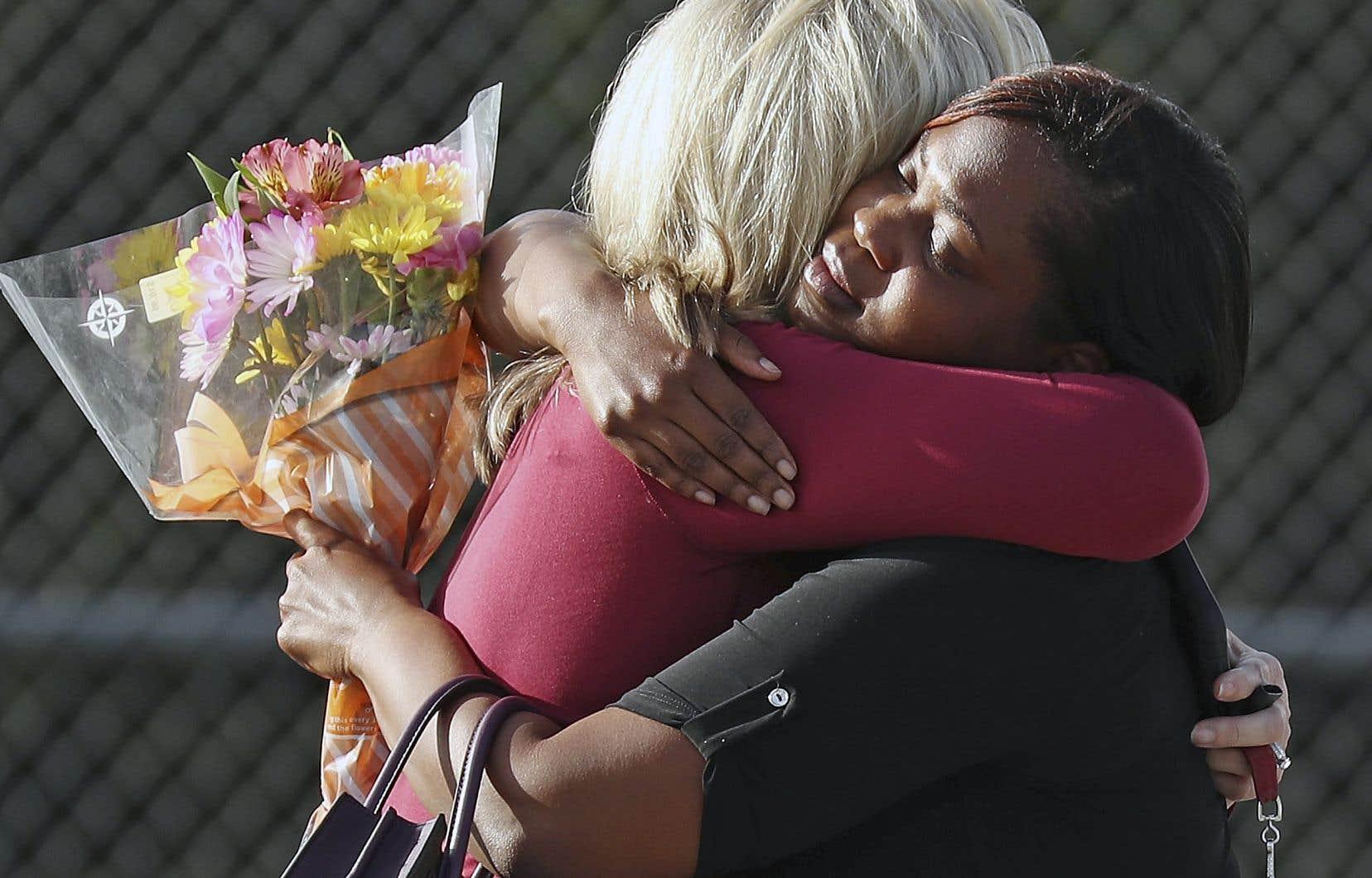 Les adolescents, qui ont lancé un appel à la régulation des armes à la suite de l'attaque dans l'école secondaire de Parkland, ont été la cible des sites d'extrême droite.
