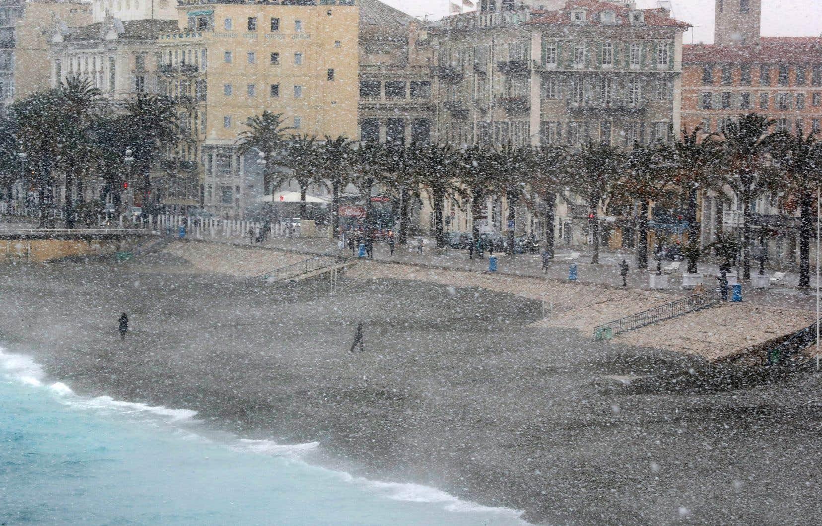 De la neige tombe sur Nice, dans le sud de la France. Cette semaine pourrait être «la plus froide» depuis plusieurs années en Europe
