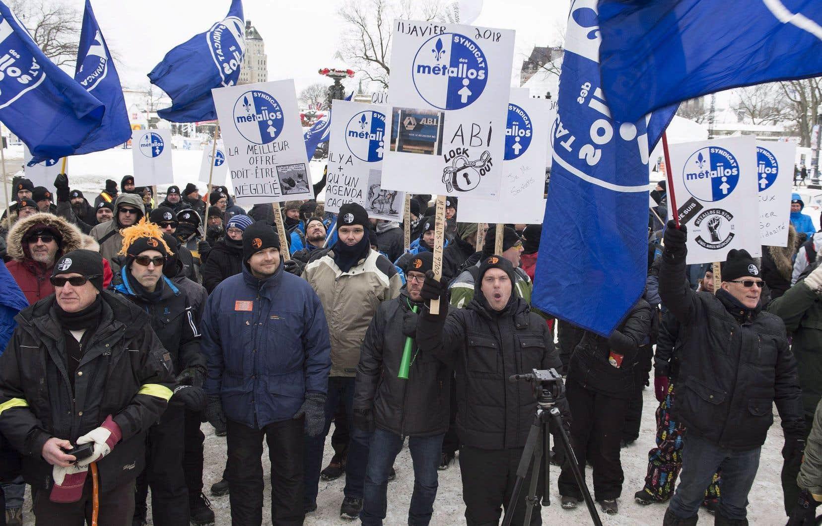 Des travailleurs d'ABI ont manifesté à Québec, le 7 février. Ils sont en lockout depuis le 11 janvier.