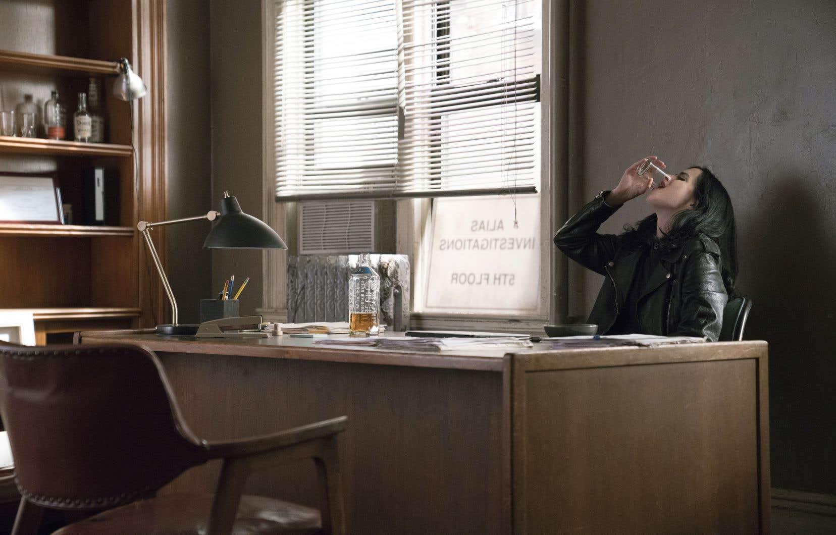 Le personnage central, toujours interprété impeccablement par Krysten Ritter, semble gagner une assurance qui lui faisait parfois défaut dans la première saison.