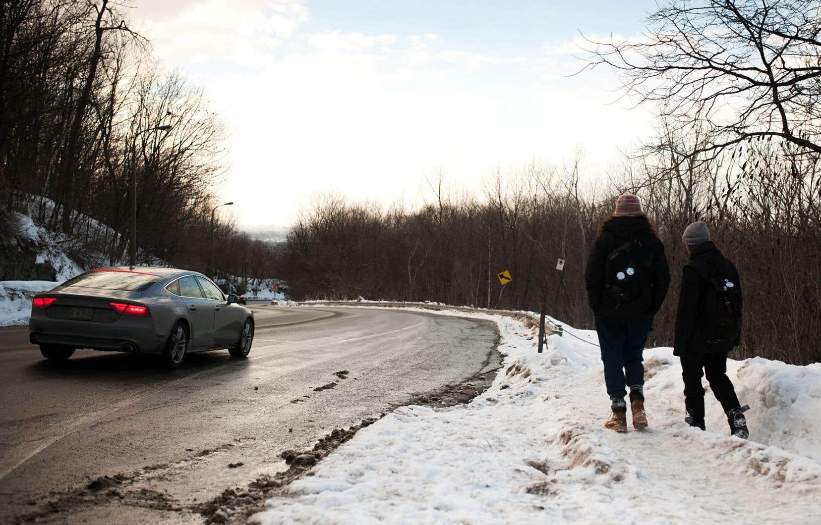 À l'heure actuelle, la largeur de cette route atteindrait 33 mètres à certains endroits.