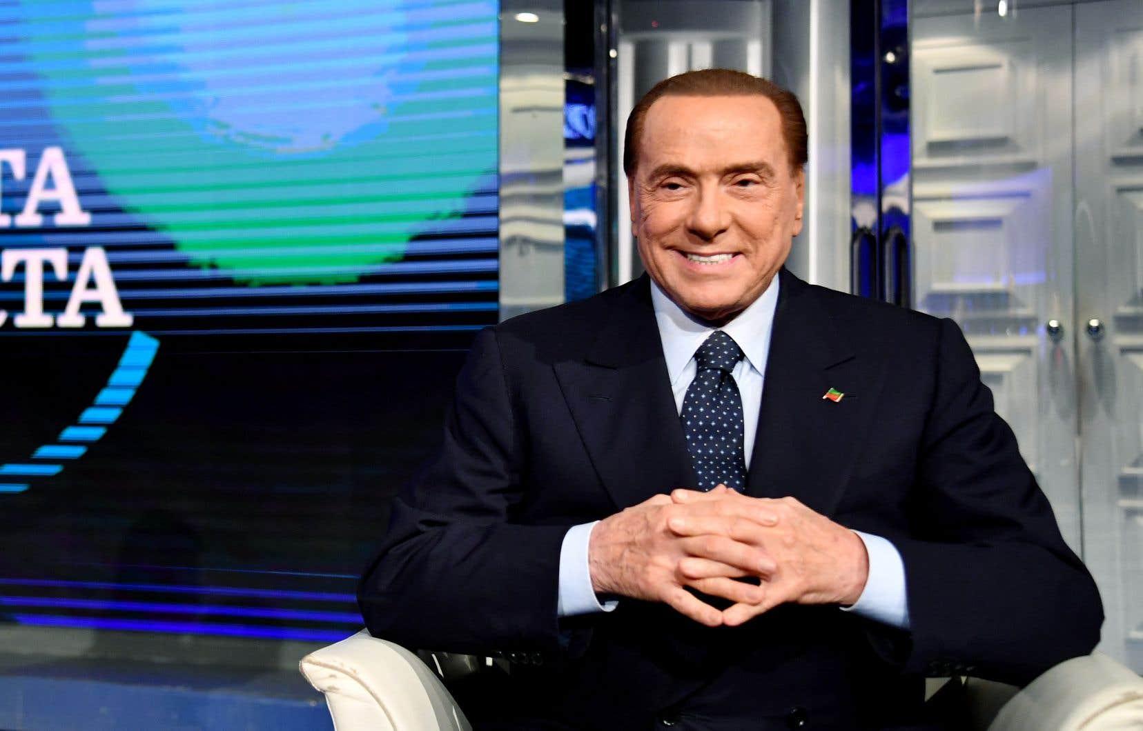 Le chef de Forza Italia, le coloré Silvio Berlusconi, a fait une apparition télé vendredi. Malgré les scandales sexuels et la fraude fiscale, le Cavaliere est toujours là.