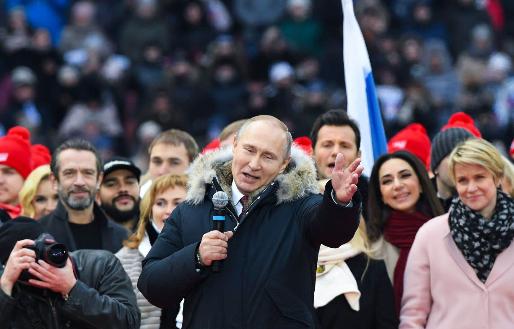 Le candidat à la présidence, le président Vladimir Poutine, prononce un discours lors d'un rassemblement pour soutenir sa candidature au stade Luzhniki de Moscou le 3 mars 2018.