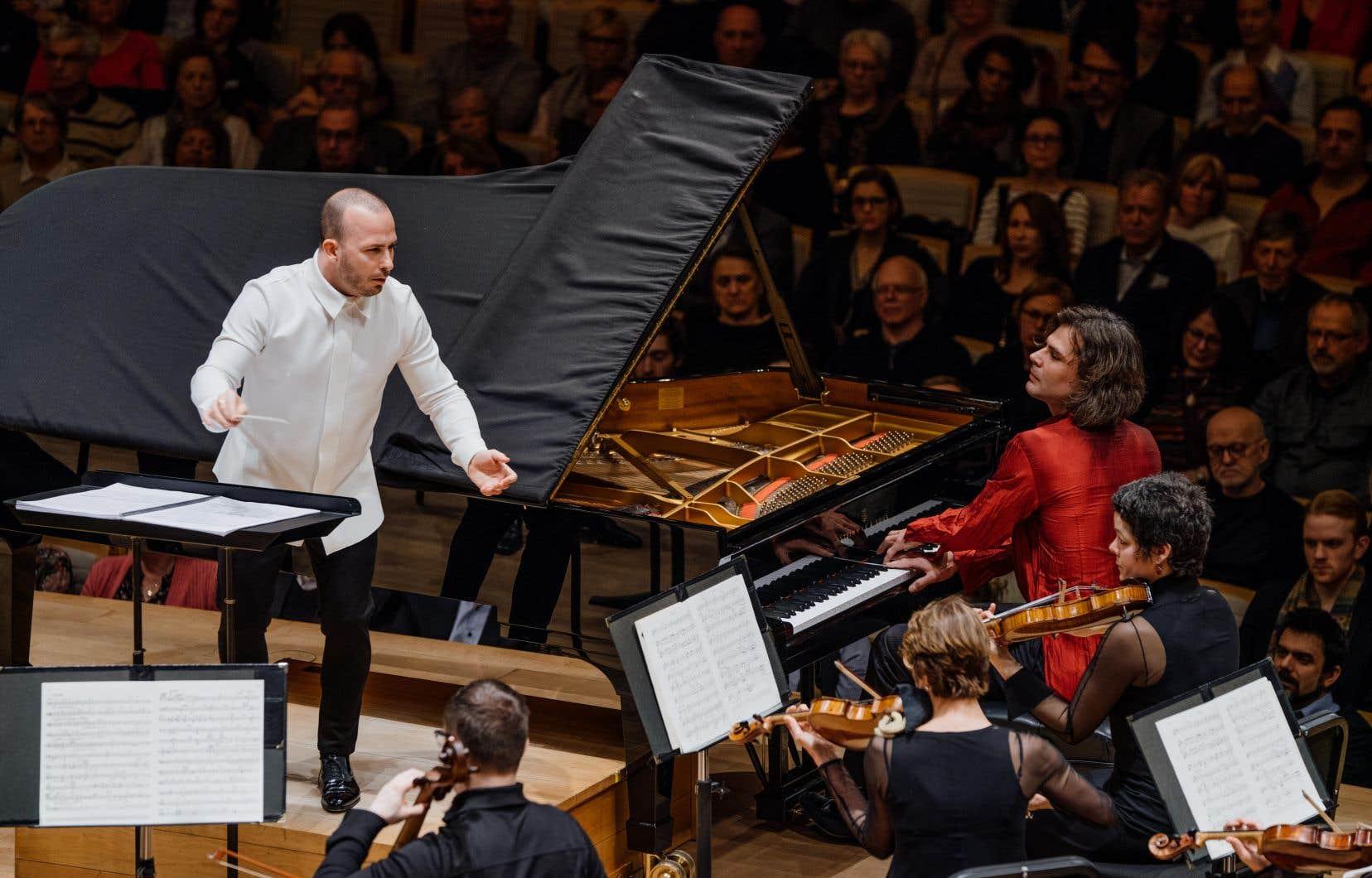 Yannick Nézet-Séguin a été héroïque de cadrer aussi professionnellement un accompagnement orchestral à cette chose profuse 24heures après avoir dirigé au Met la reprise d'un chef-d'oeuvre tel qu'«Elektra» de Strauss.
