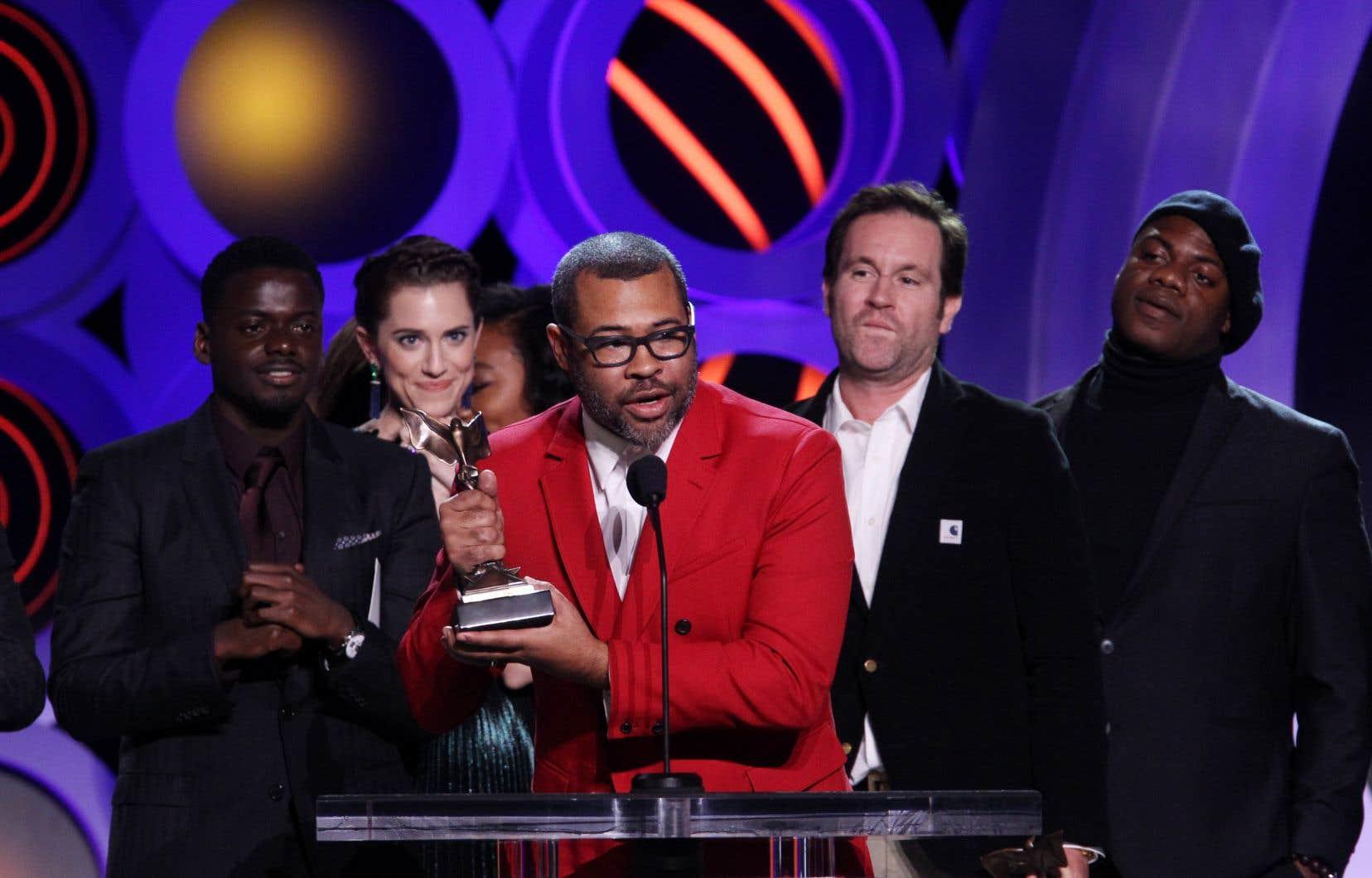 Le réalisateur du film «Get Out», Jordan Peele, est accompagné de la distribution de son drame d'horreur pour récupérer un prix à l'occasion des Spirit Awards.