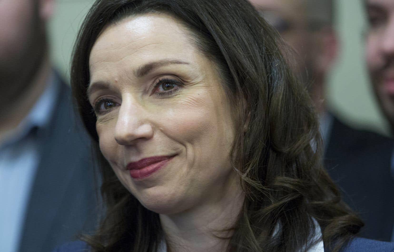 Certaines circonscriptions bloquistes souhaitent que la chef du Bloc québécois, Martine Ouellet, se soumette à un vote de confiance rapidement afin de clore la crise.