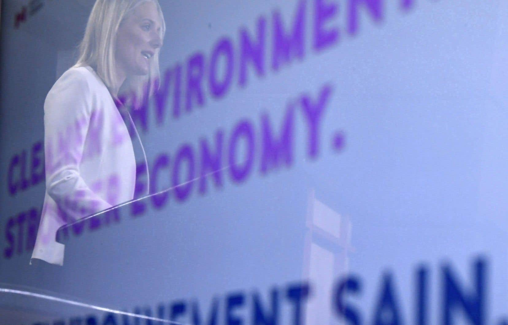 La ministre fédérale de l'Environnement, Catherine McKenna, lors d'une conférence internationale sur les villes et les changements climatiques, à Edmonton.