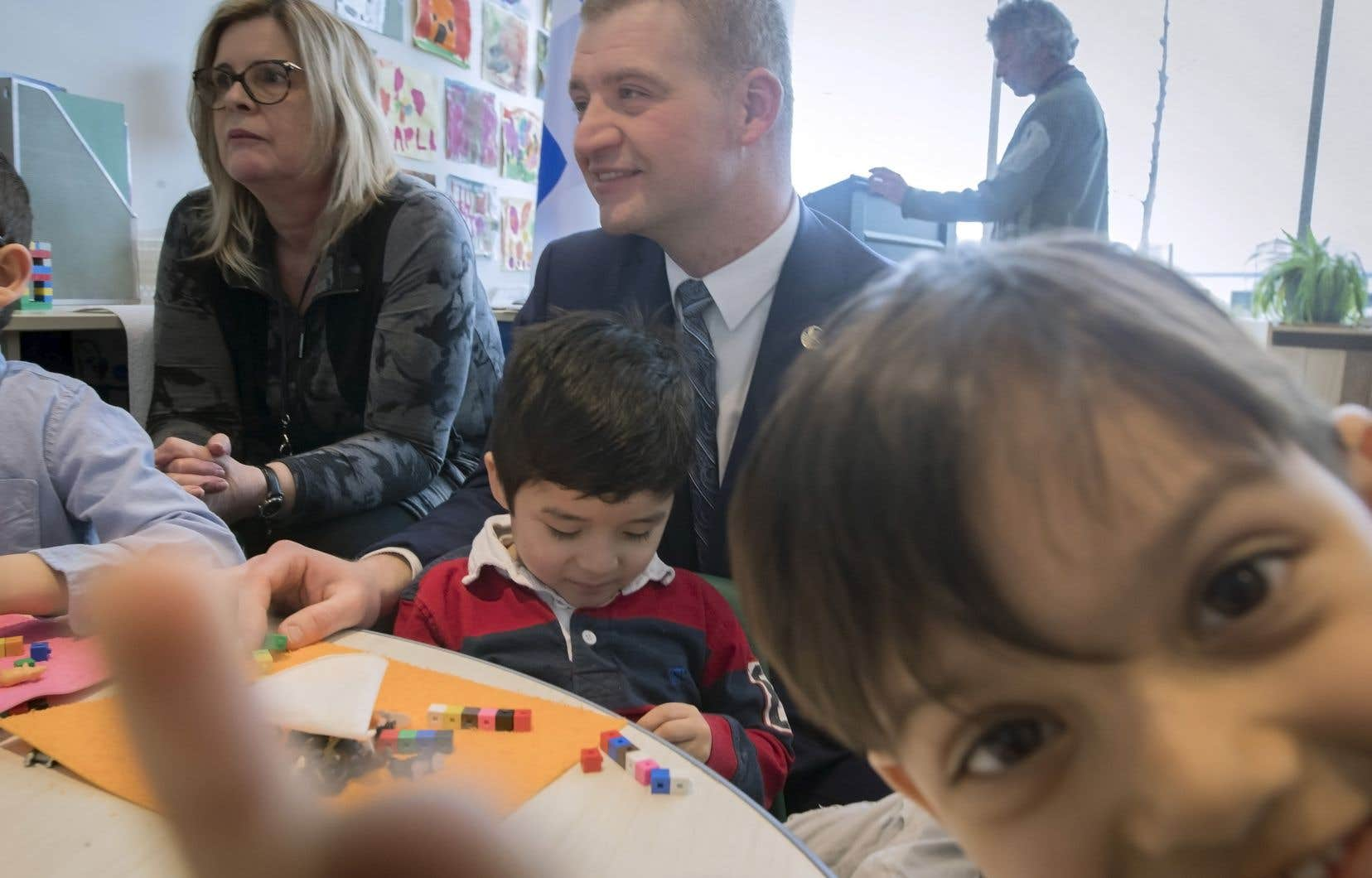 Le ministre de la Famille, Luc Fortin, a admis en faisant l'annonce que les fonds étaient déjà disponibles dans le budget de son ministère.